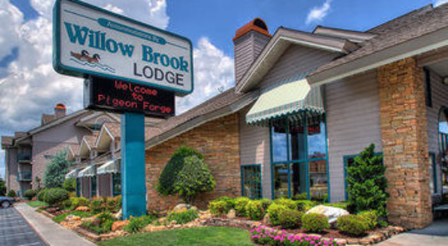 Willow brook lodge in pigeon forge tn 37863 for Riverside motor lodge pigeon forge tn