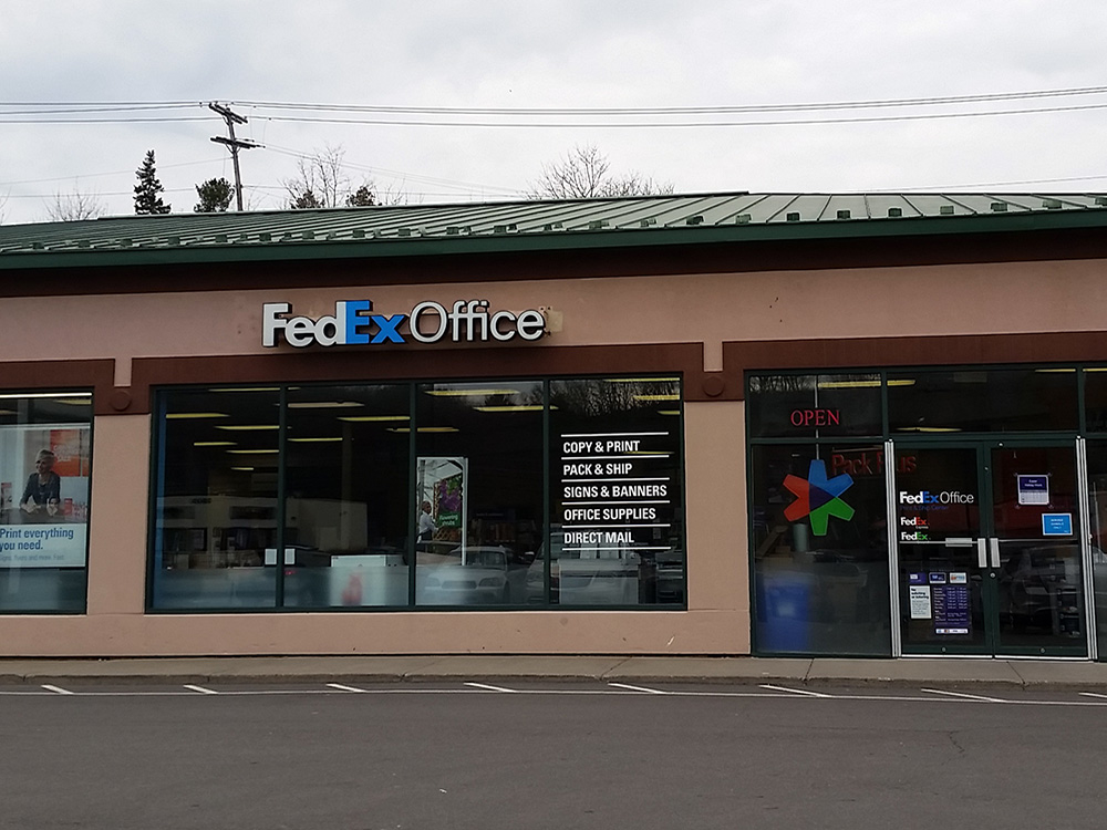 With Design & Print Center, FedEx Office is providing customers with convenient access to professional-quality print products—including business and social calling cards, letterhead and matching envelopes, folders, brochures, note pads, postcards, notecards, address labels, flyers, and promotional magnets.