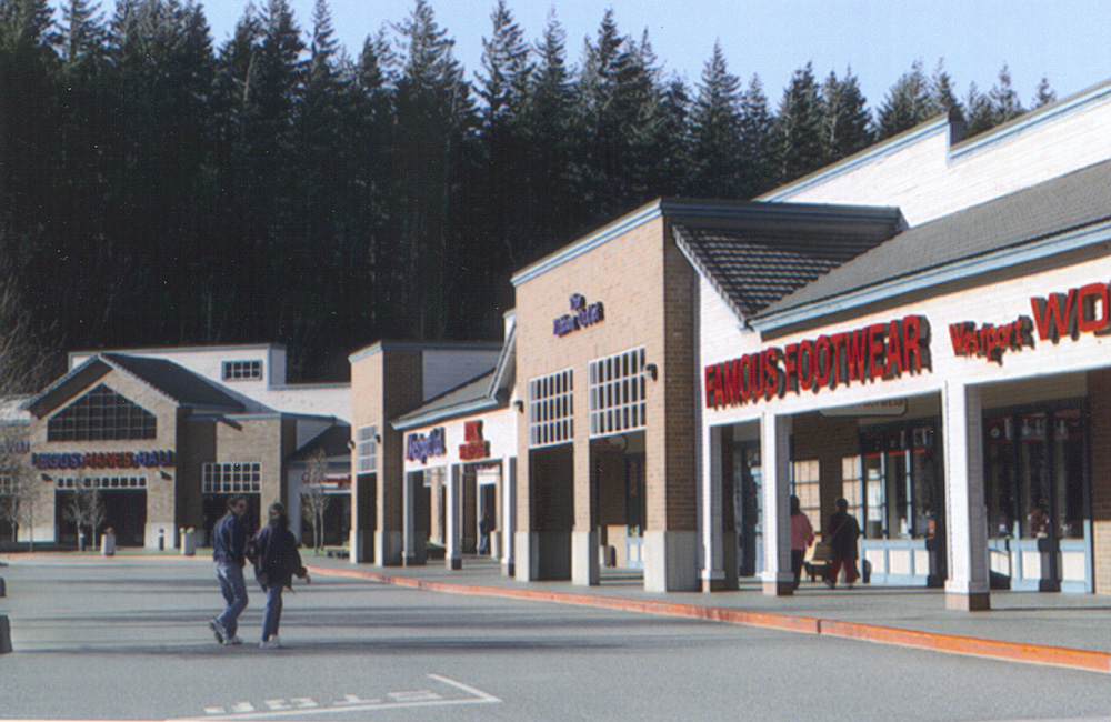 North Bend Premium Outlets is located in the city of North Bend at the foot of the Cascade Mountains, and serves the nearby communities of Snoqualmie, Issaquah and Bellevue. Local attractions within 4 miles of the mall, include Mt. Si, Snoqualmie Falls and Snoqualmie Casino.