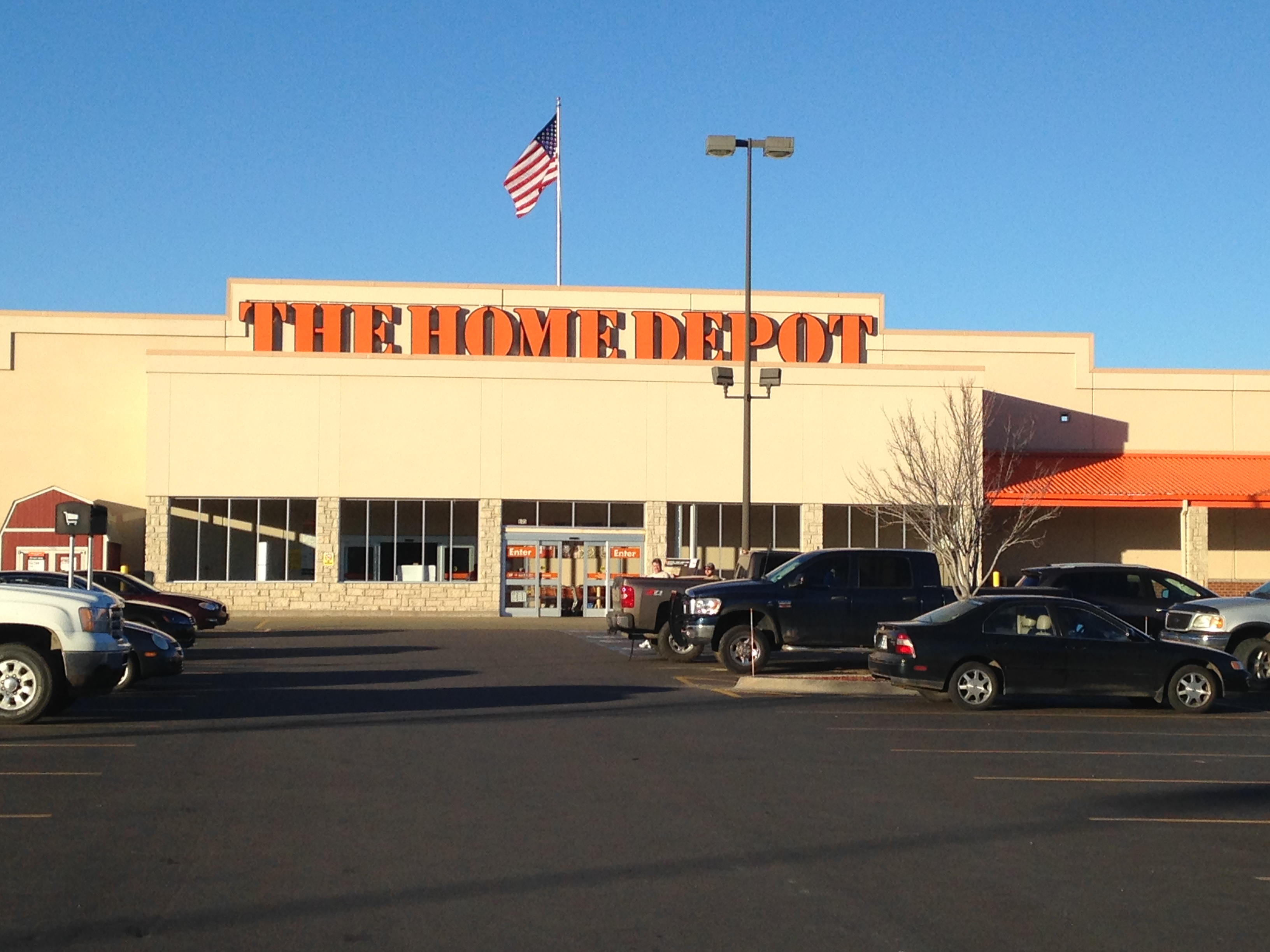 Home Depot Holiday Hours You will notice the customer service department operates on a strict schedule in order to provide optimal customer service. The customer service department observes several holidays and holds special events, but closes for one holiday.