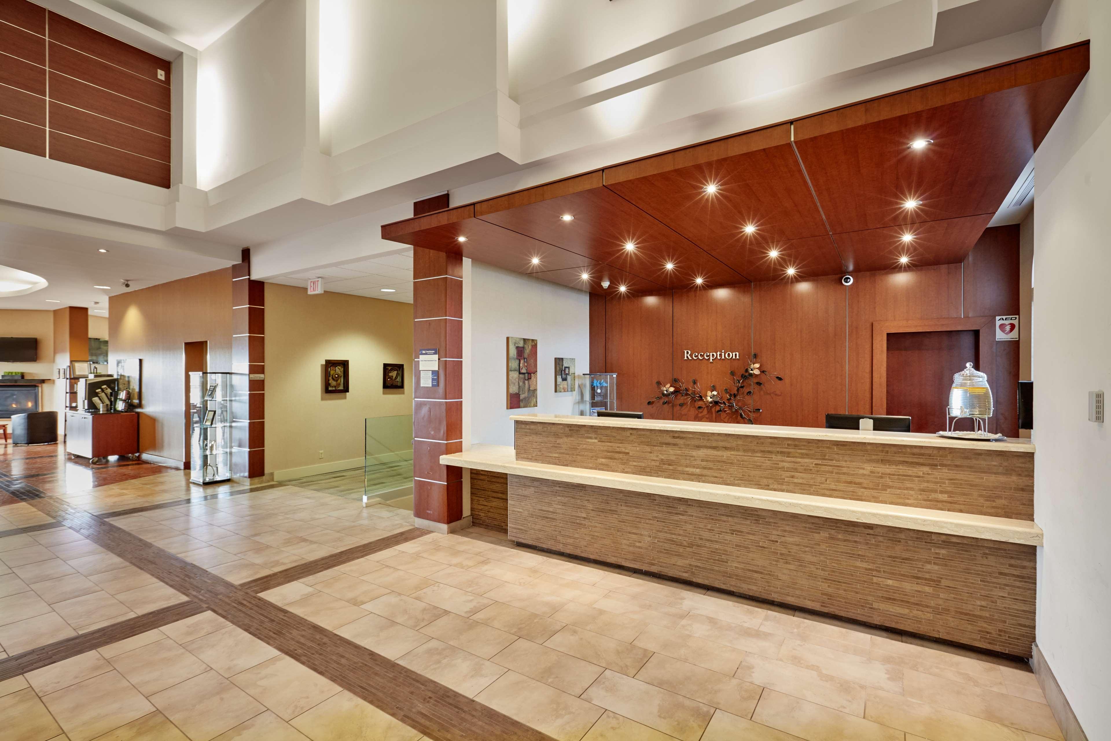 Front Desk Best Western Plus Orangeville Inn & Suites Orangeville (519)941-3311