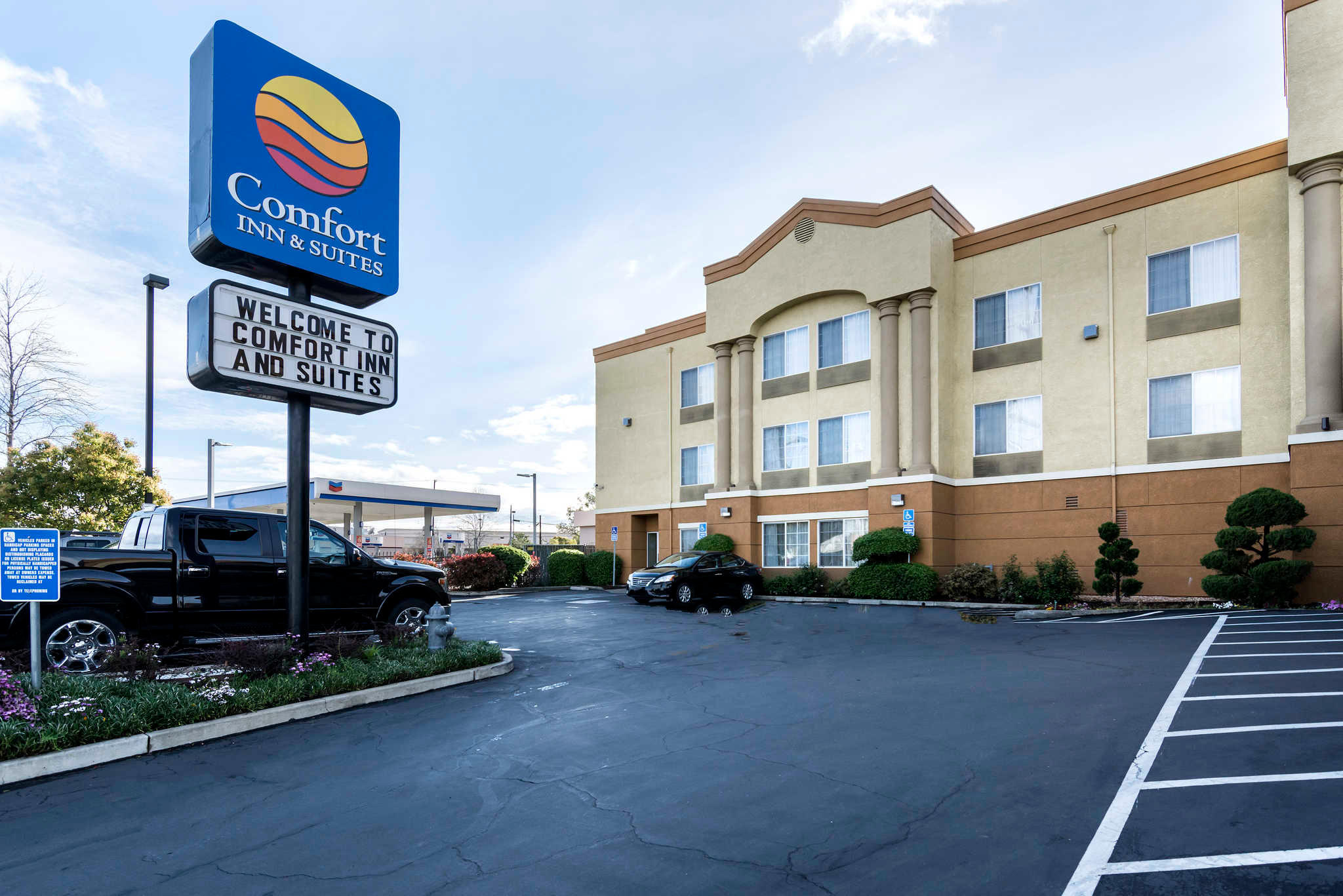 Comfort inn suites sacramento university area for Comfort inn suites pillows
