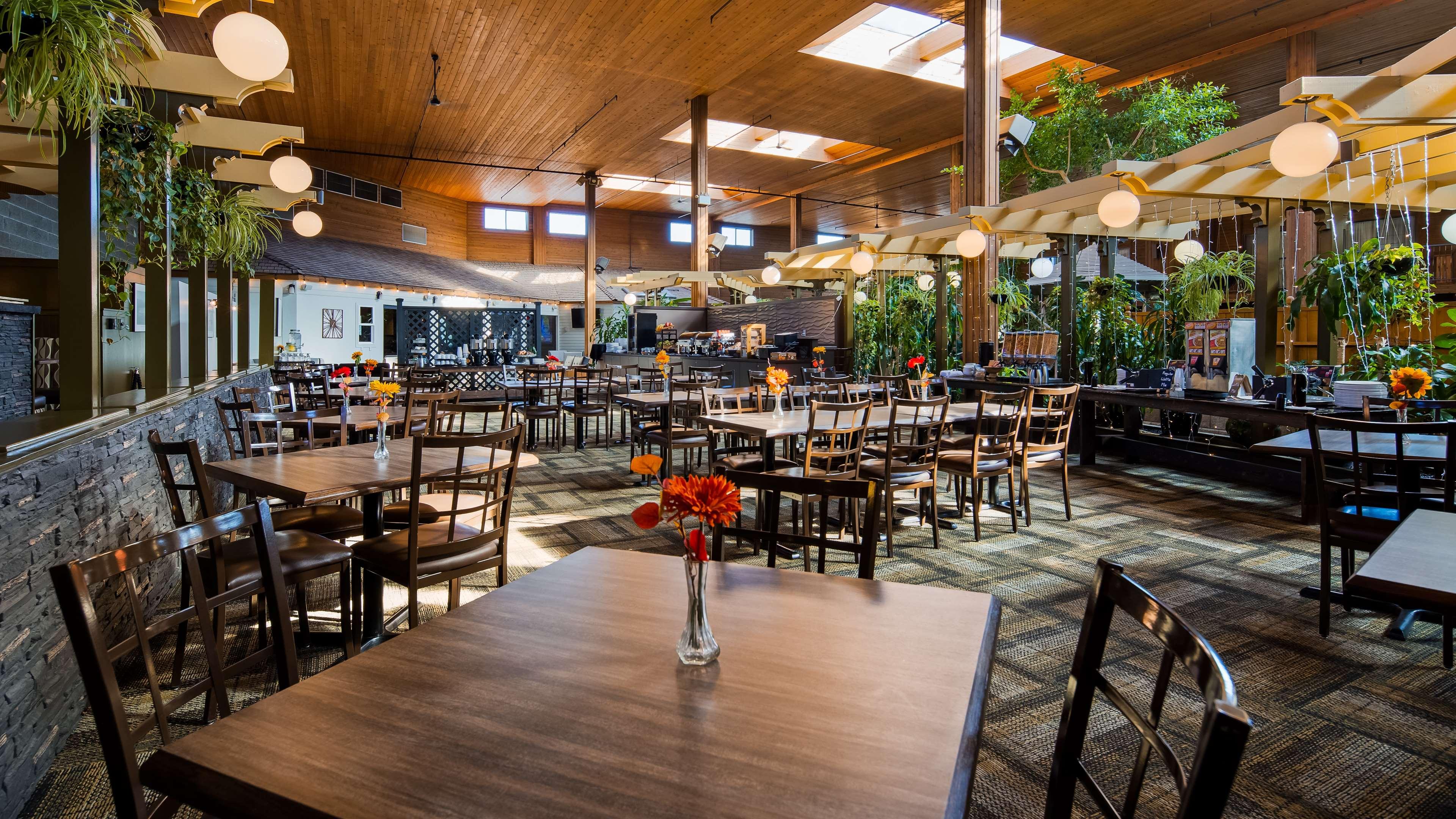 Surestay Hotel By Best Western Chilliwack in Chilliwack: Guest Breakfast Area