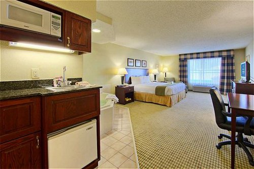 Holiday Inn Express & Suites Dfw-Grapevine image 3