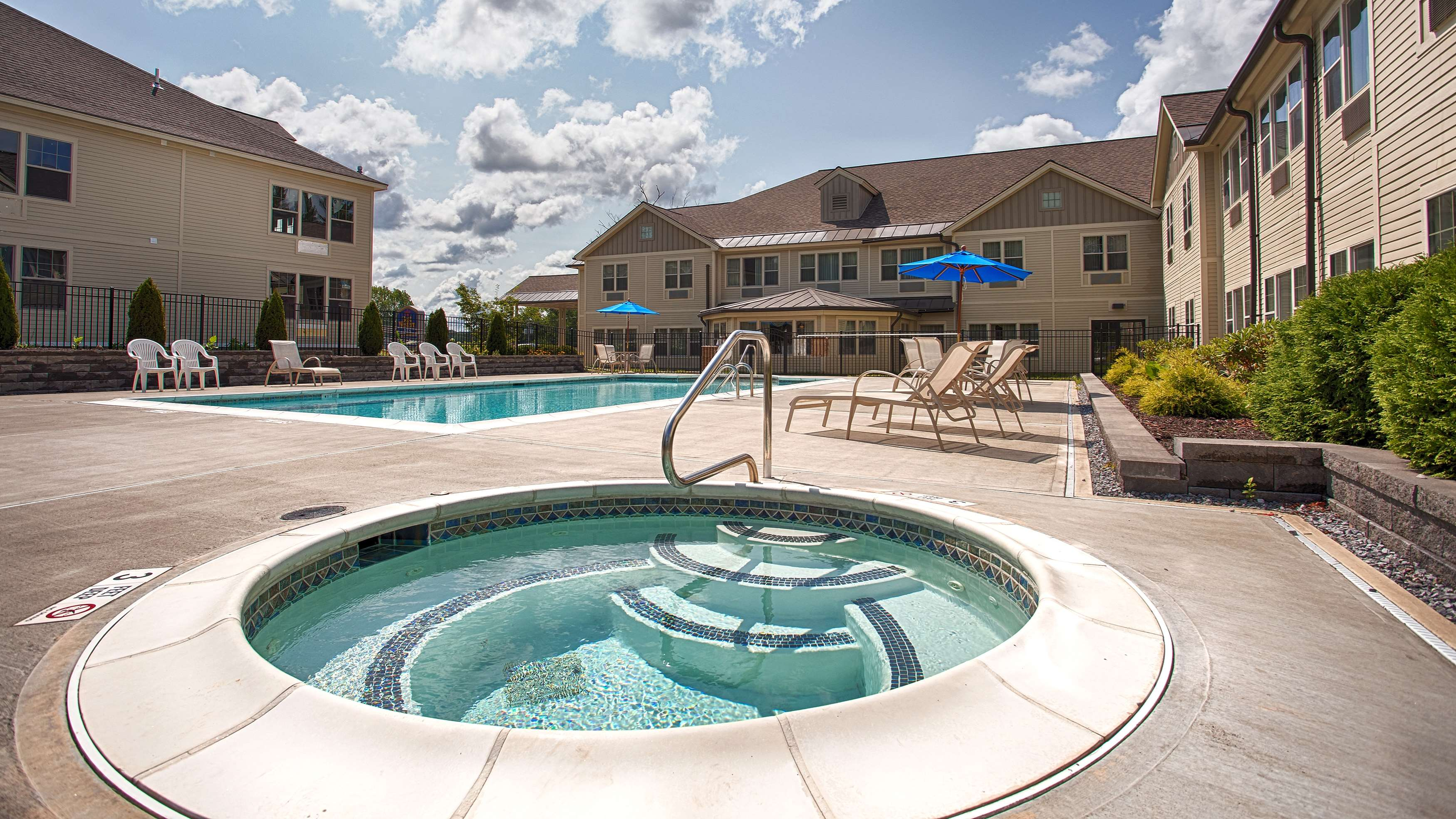 Best western plus saratoga springs coupons near me in for Saratoga hotel in chicago