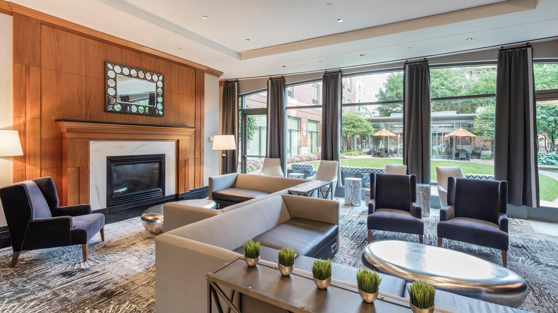 courtyard by marriott boston brookline brookline. Black Bedroom Furniture Sets. Home Design Ideas