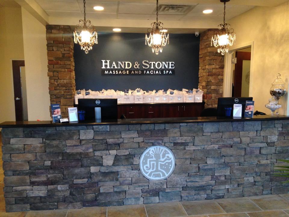 Mano Masaje con piedras y facial Cupones Spa Filadelfia Pa cerca de mí-9545