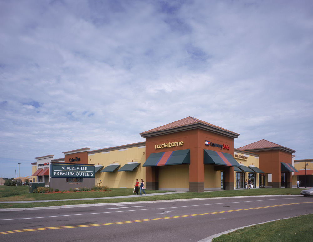 Albertville Outlet Mall is a mall that is located in 37 different states. They are also open in Puerto Rico under different names. This outlet mall has a number of different businesses inside of their locations.