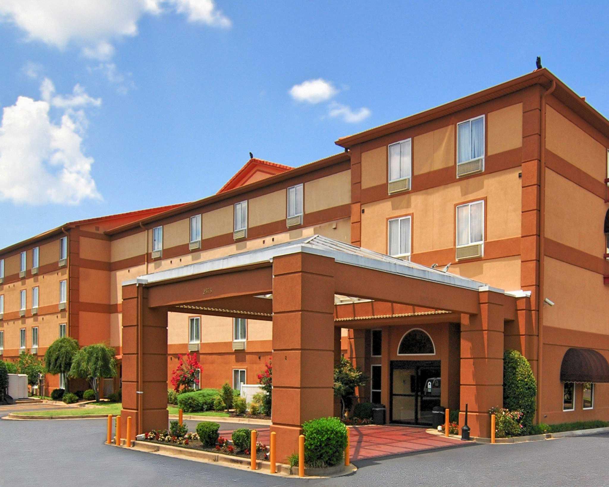 Quality Suites I-240 East-Airport - Memphis, TN 38118 - (901)365-2575 | ShowMeLocal.com