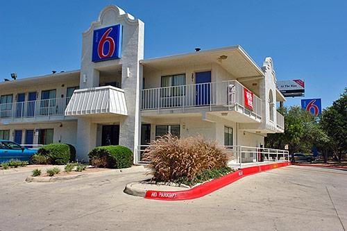 Motel 6 San Antonio - Fiesta image 4