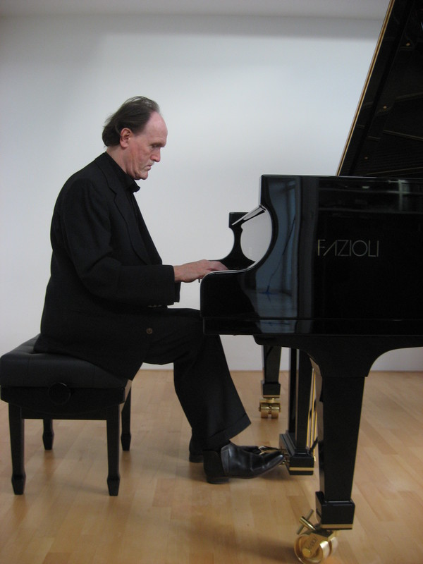 Gaston Nicolaes Pianodocent en Concertpianist