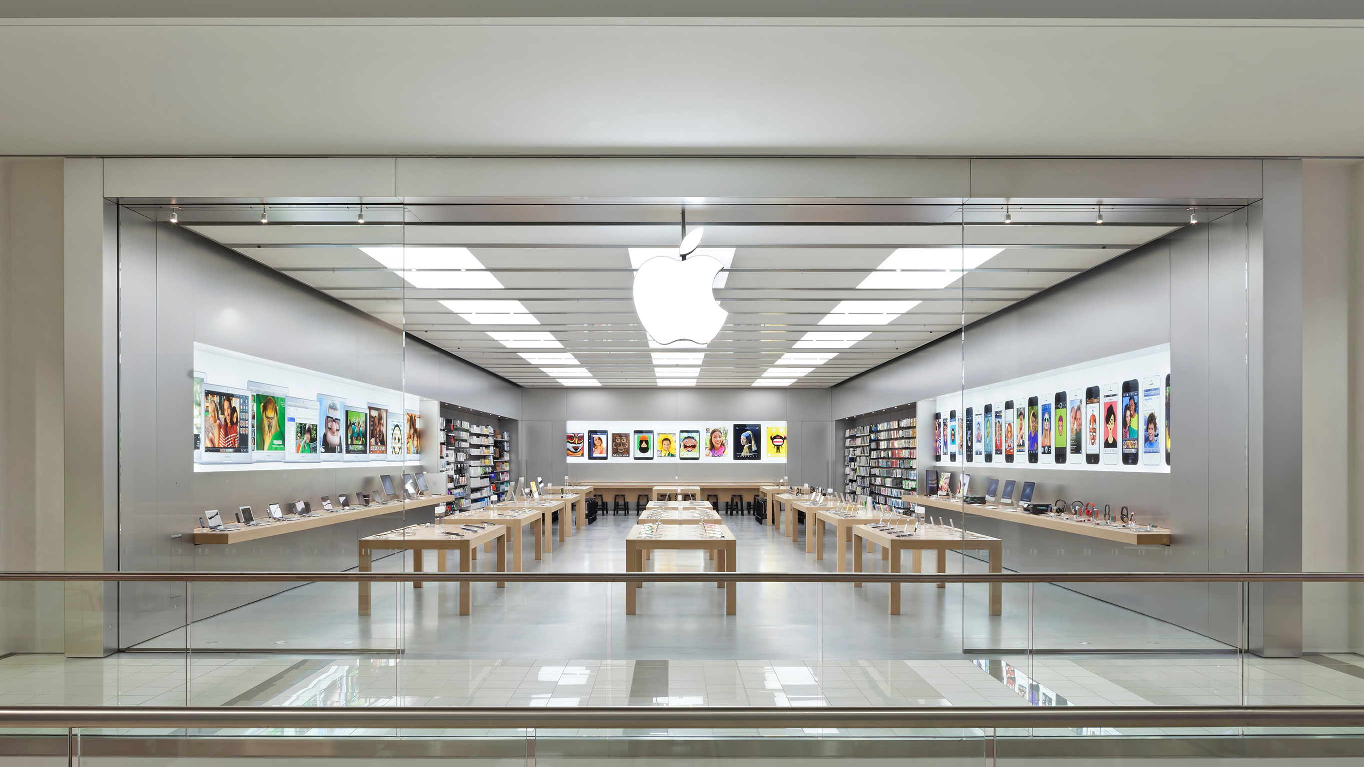 Apple Guildford Town Centre - Surrey, BC V3R 7C1 - (604)634-3240 | ShowMeLocal.com