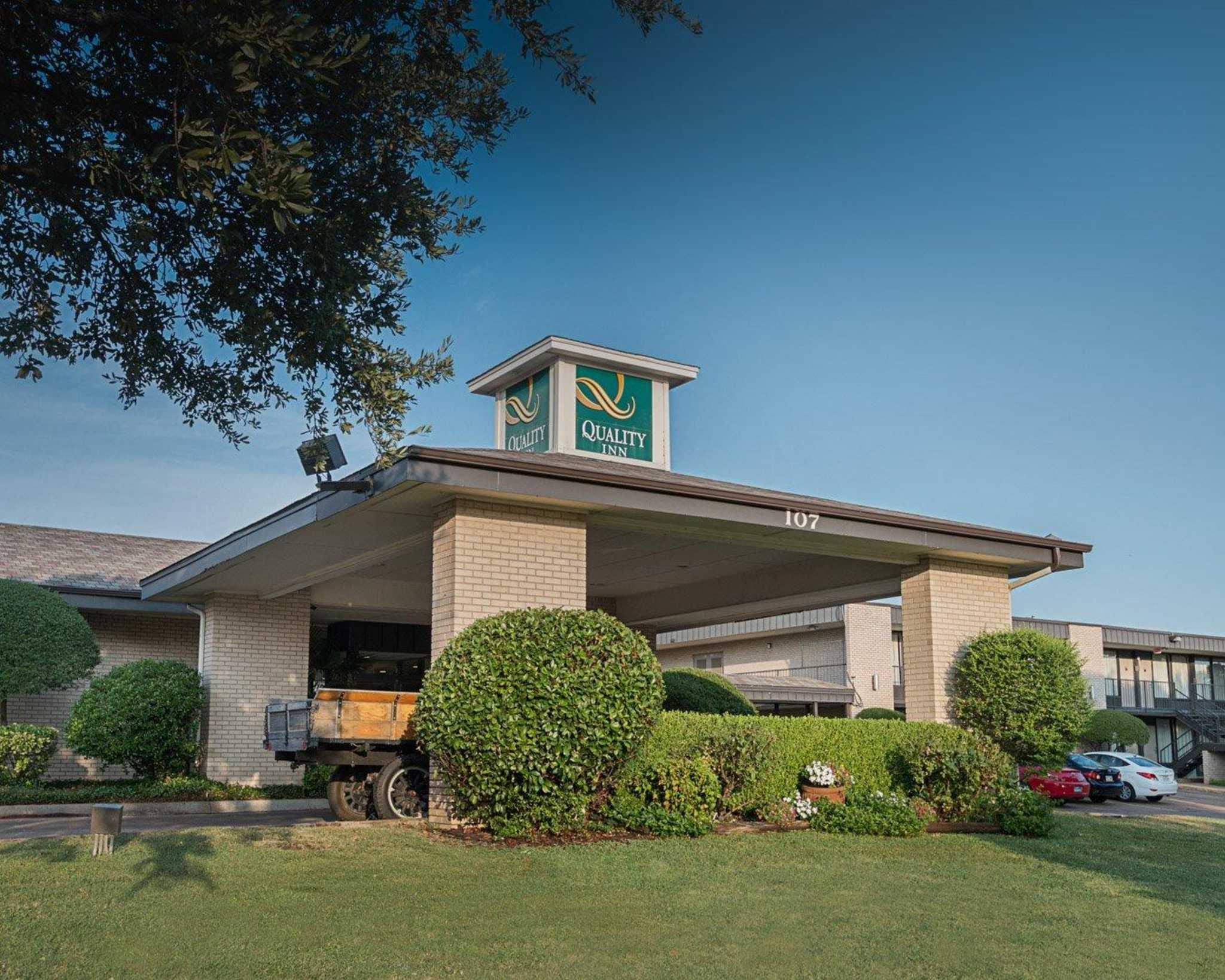Hotel in TX Ennis 75119 Quality Inn 107 Chamber of Commerce Dr.  (972)875-9641