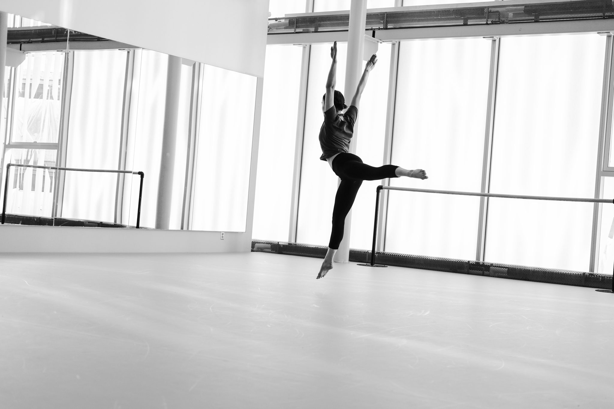 École de Danse Contemporaine de Montréal à Montréal: STUDIO Photo: Adéral Piot Dancer: Eloïse Bastien