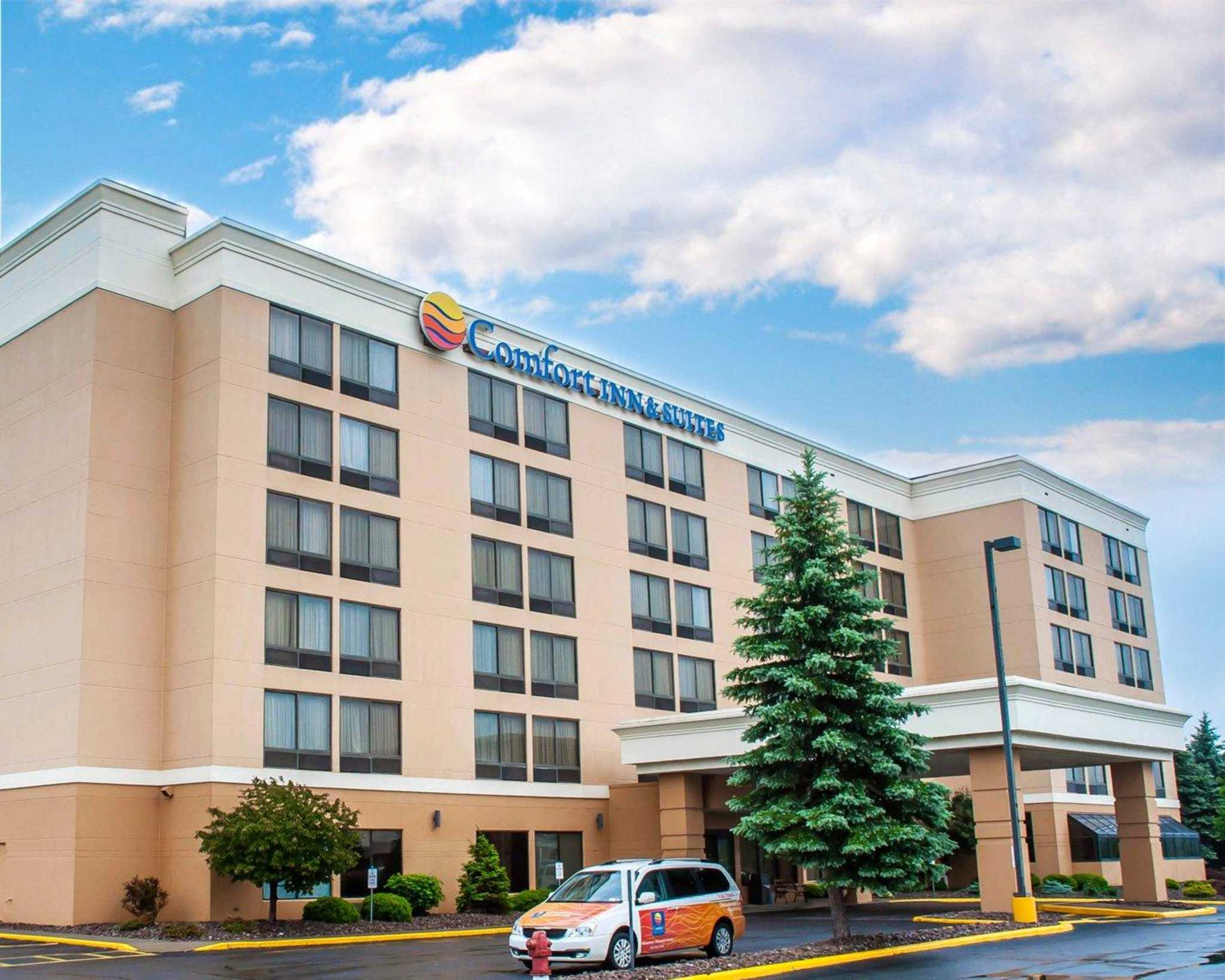 The Residence Inn is Watertown's first all-suite hotel, across from Arsenal Yards and the Charles River where Boston meets Cambridge. Our hotel boasts spacious studio, one- and two-bedroom suites with separate living and sleeping areas.