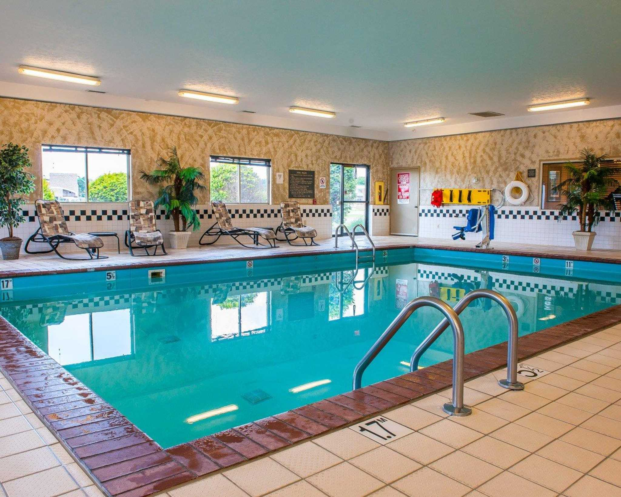 Hotels Near Edinburgh Indiana