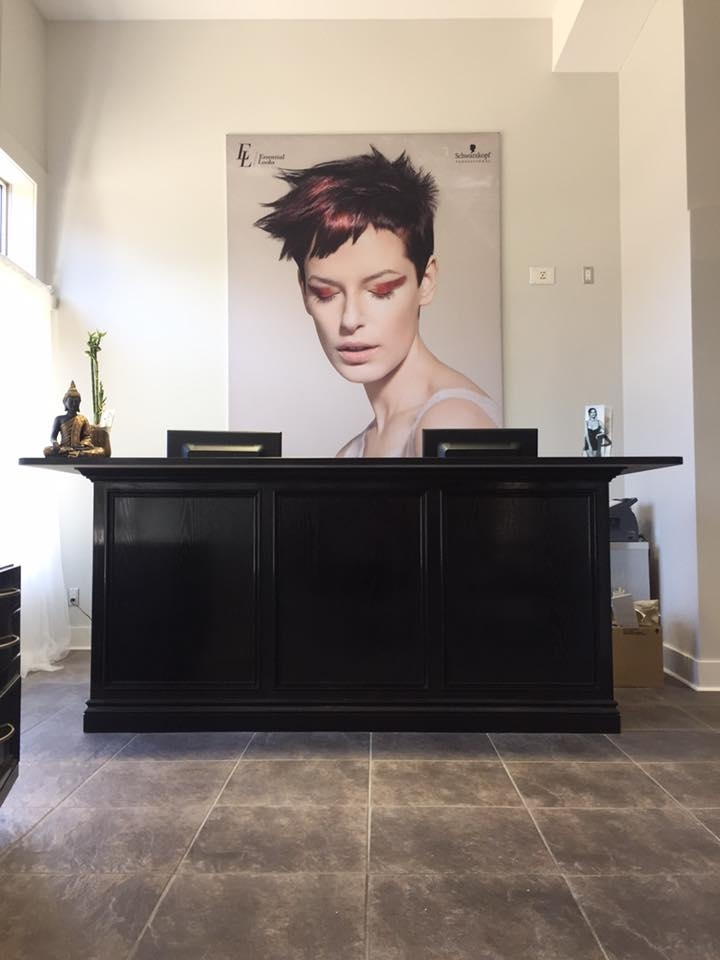 Wispers Hair & Day Spa in Cambridge: Front Desk