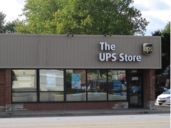Facade of The UPS Store Oak Lawn