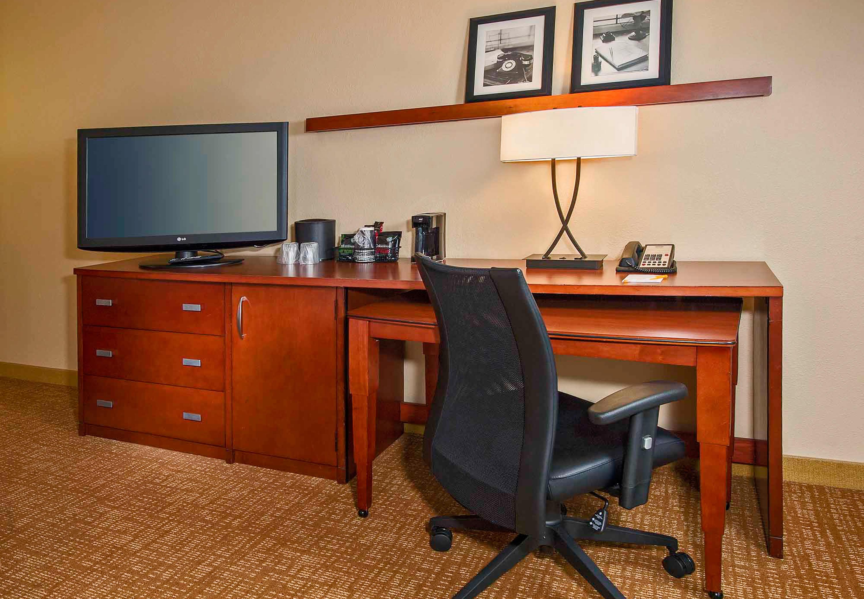 Http Www Marriott Com Hotels Travel Rduwf Courtyard Raleigh Midtown