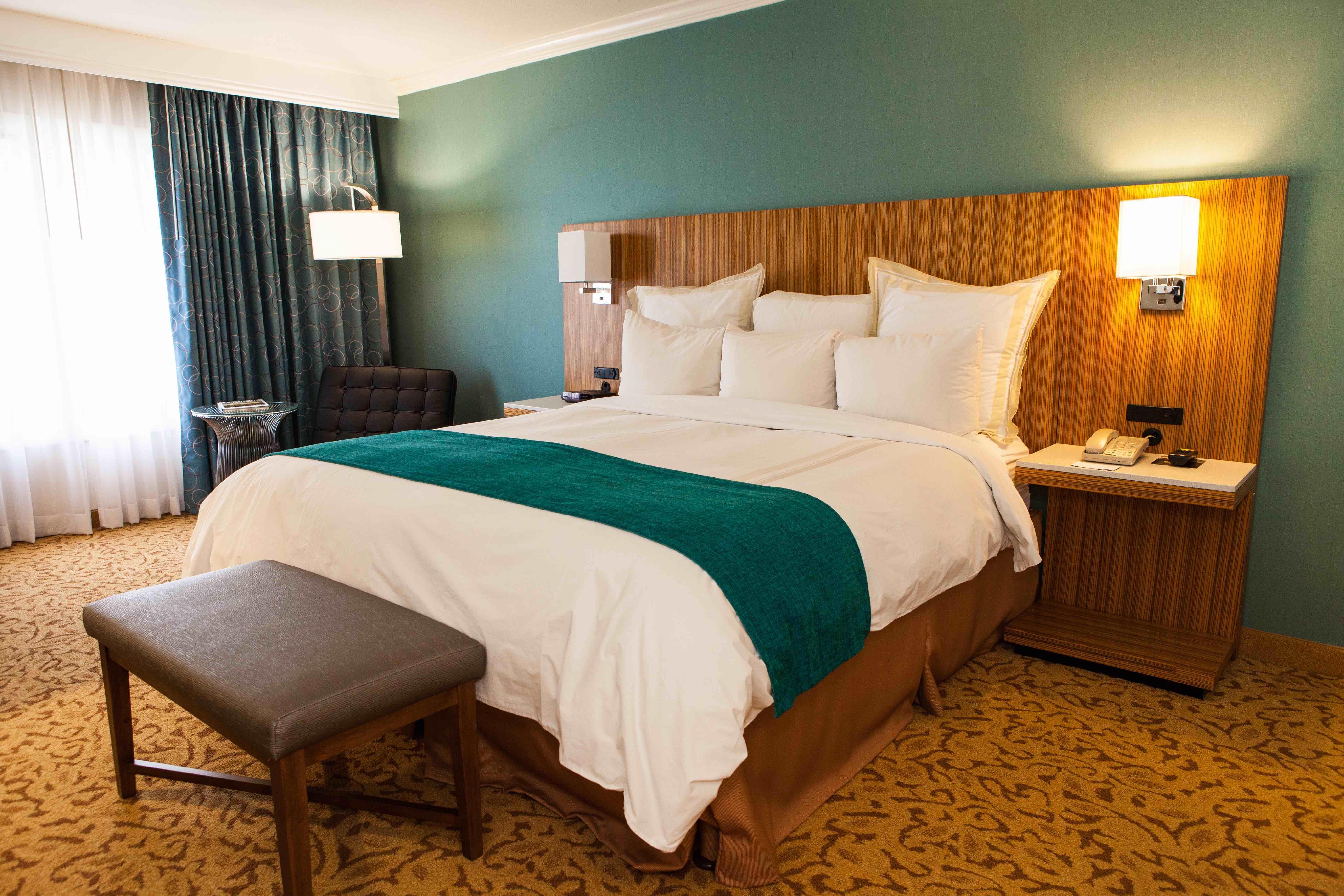 ontario gateway hotel in ontario ca 91761. Black Bedroom Furniture Sets. Home Design Ideas
