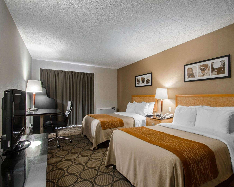 Comfort Inn in Prince Albert: Guest room with queen beds