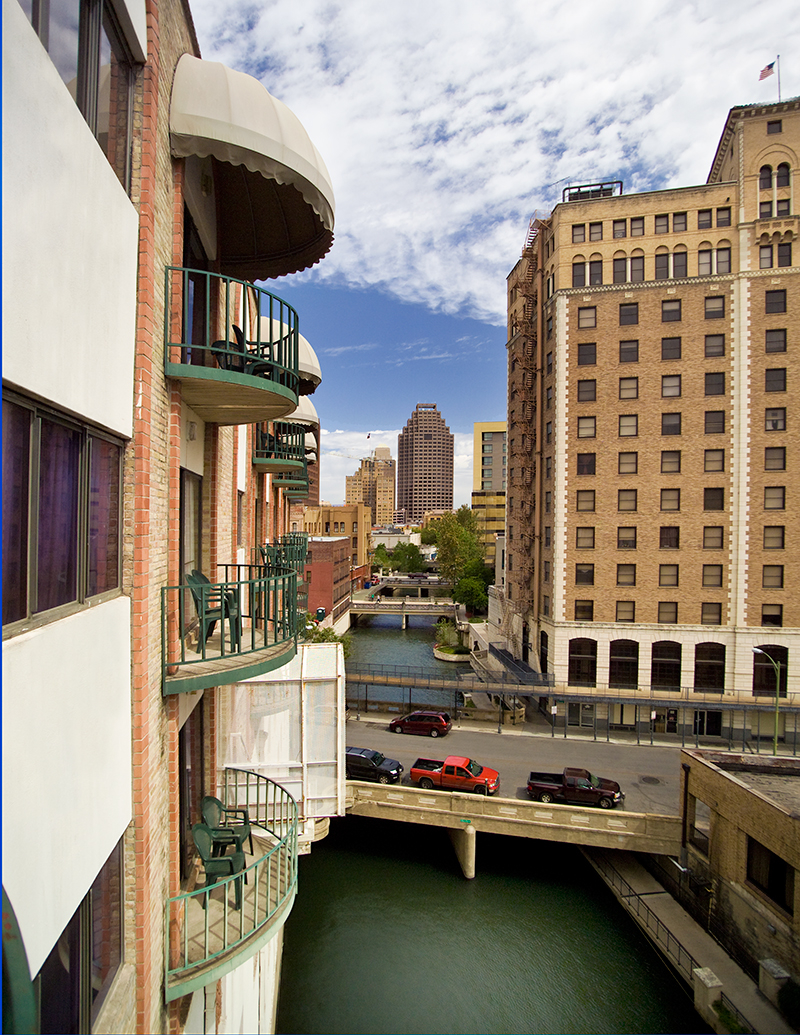 Riverwalk Plaza Hotel Amp Suites In San Antonio Tx 78205