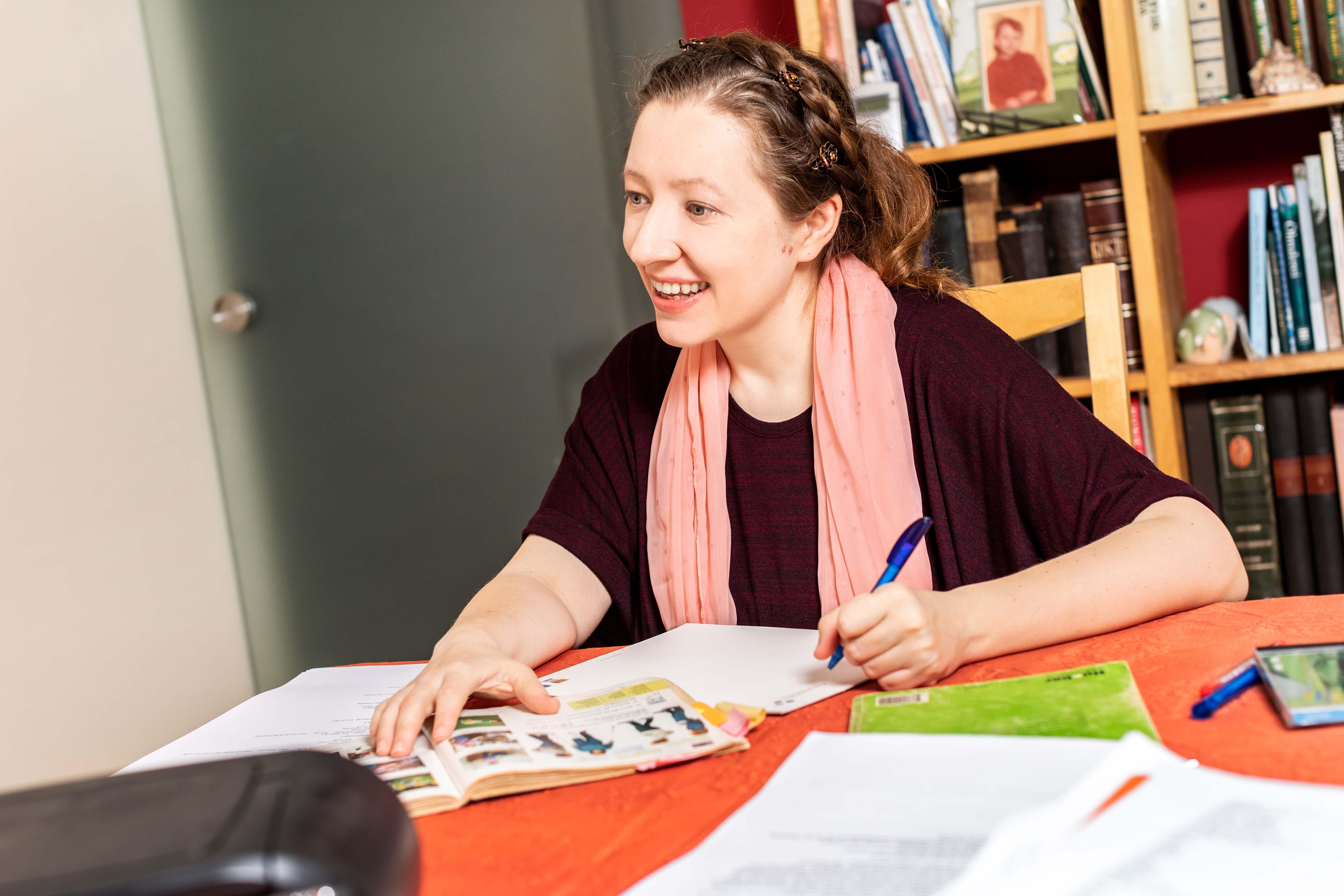 Foto de Dolmetscher, Übersetzer   (Russisch, Engl. Franz.)  Deutschunterricht Vera Menzel Bonn Bonn