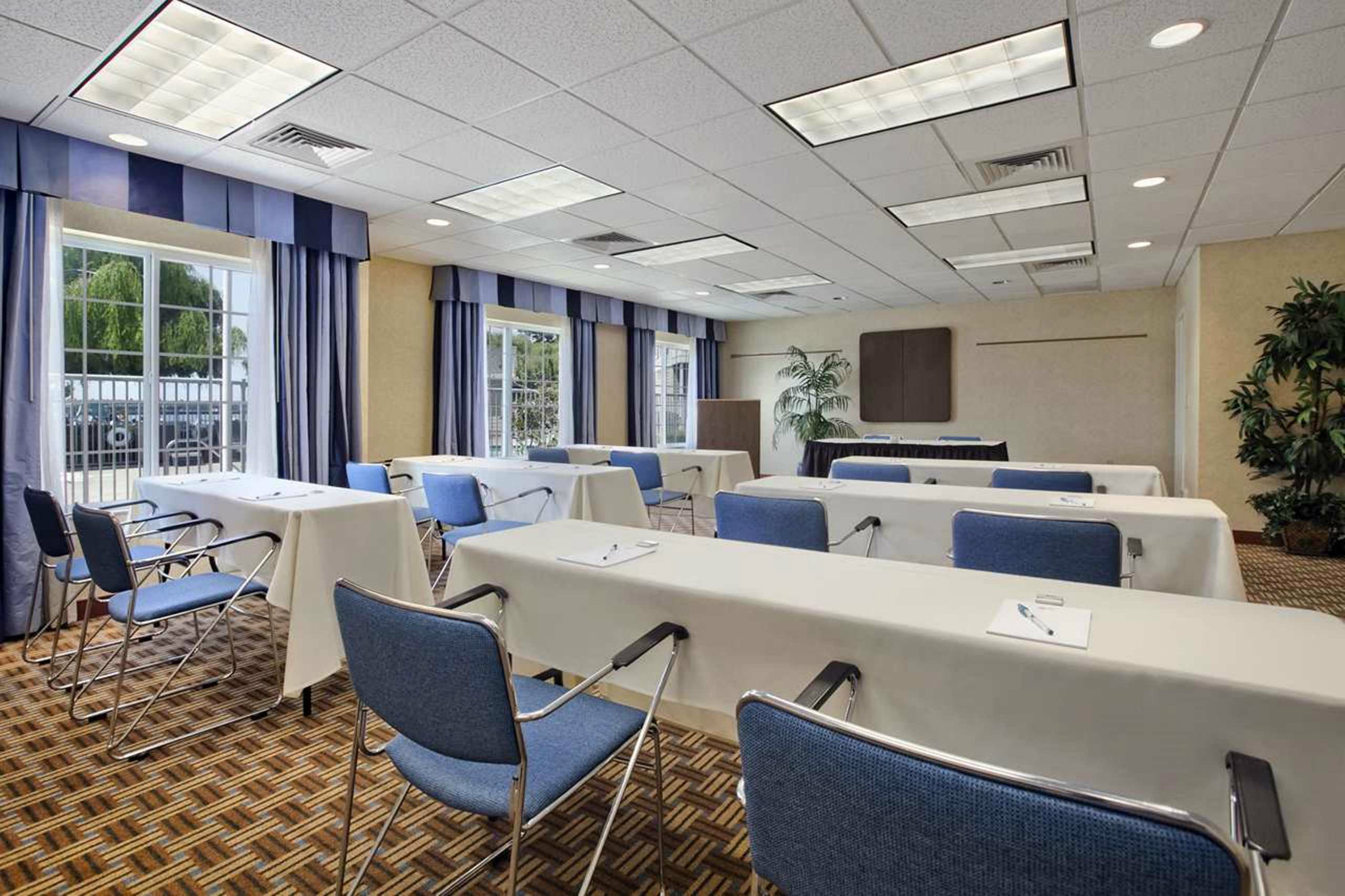Homewood Suites At The Waterfront: Homewood Suites By Hilton Oakland-Waterfront In Oakland