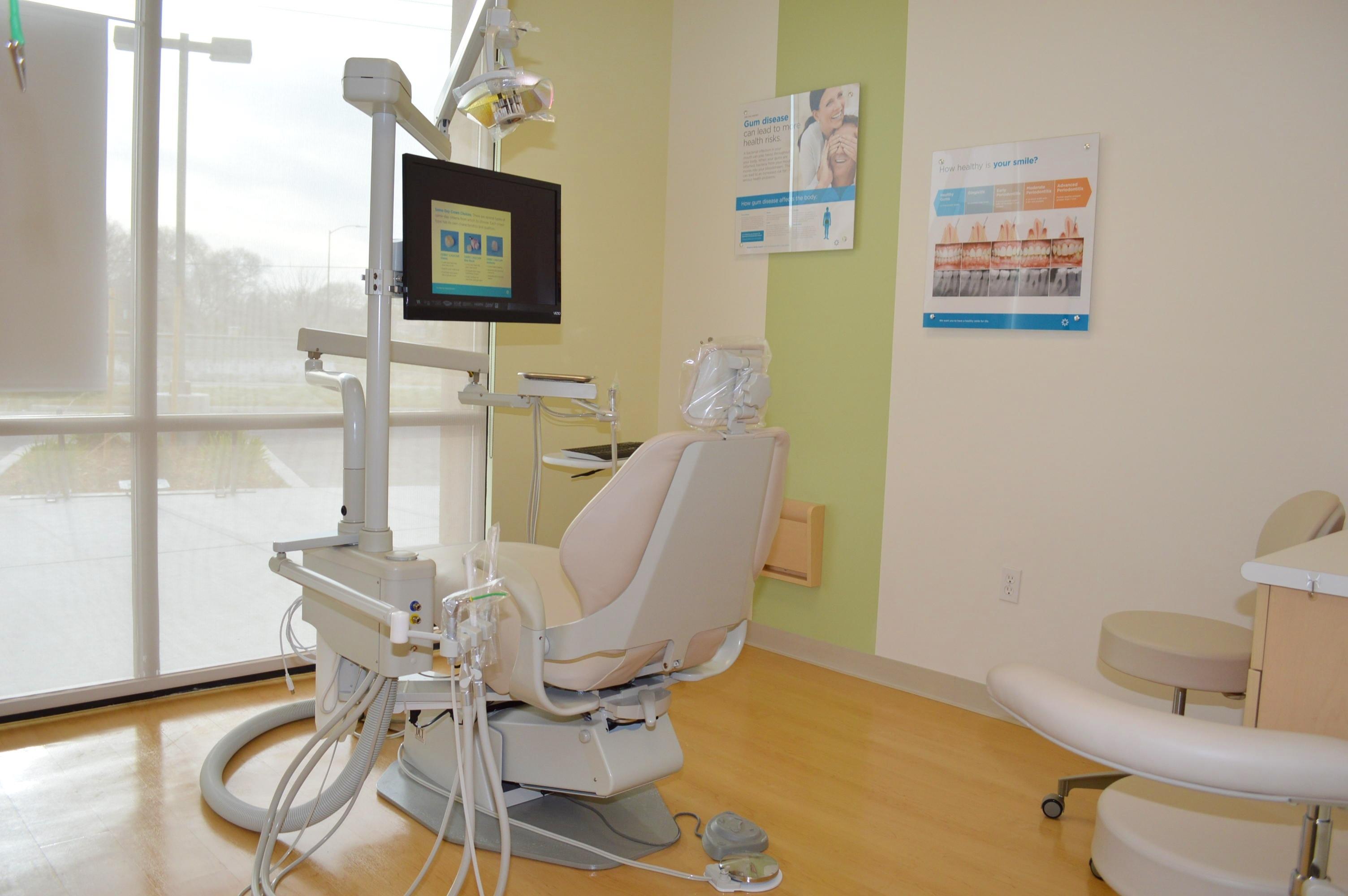 Davis Smiles Dentistry - ad image