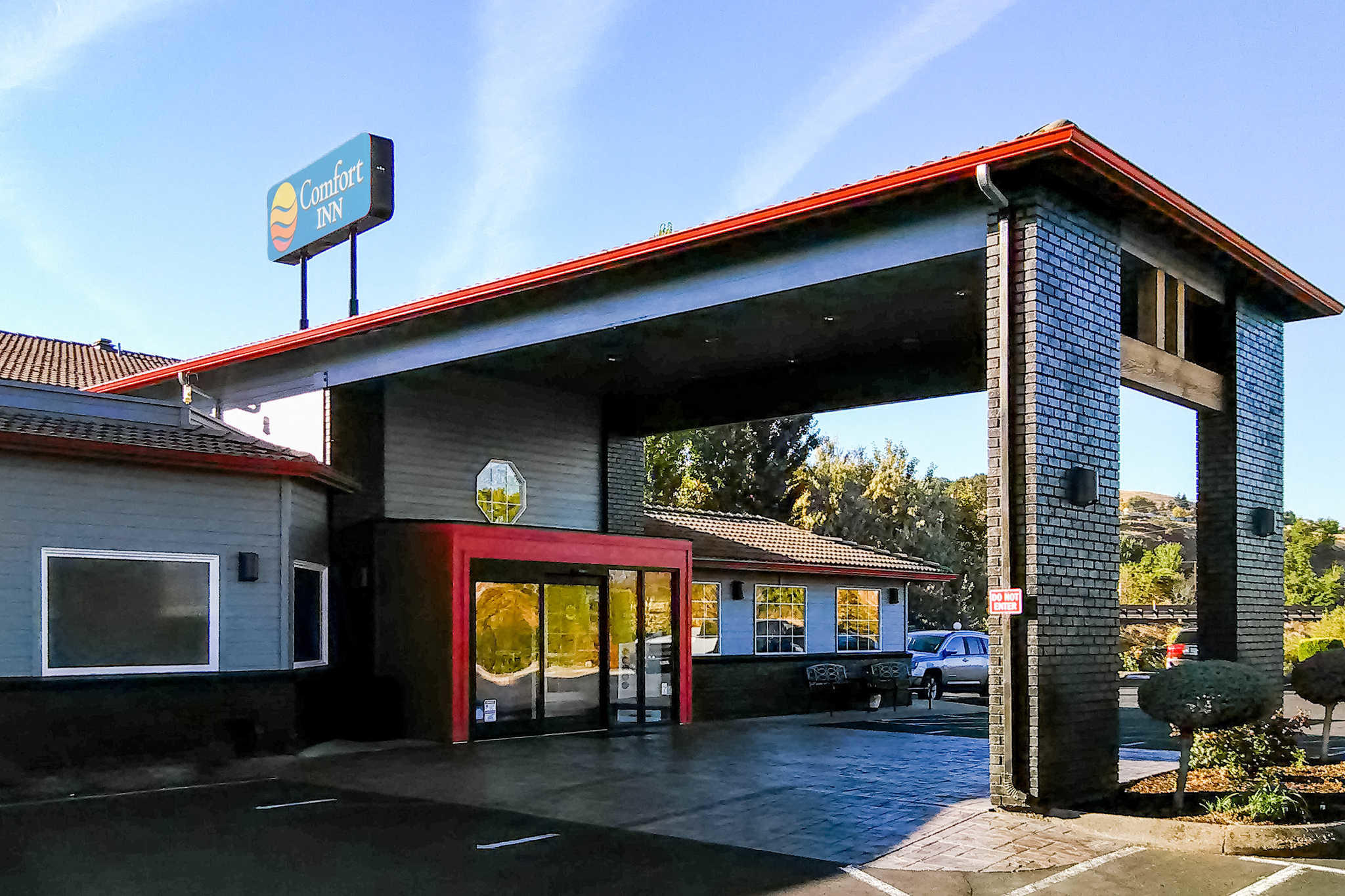 Comfort inn columbia gorge in the dalles or 97058 for Hood river swimming pool hours