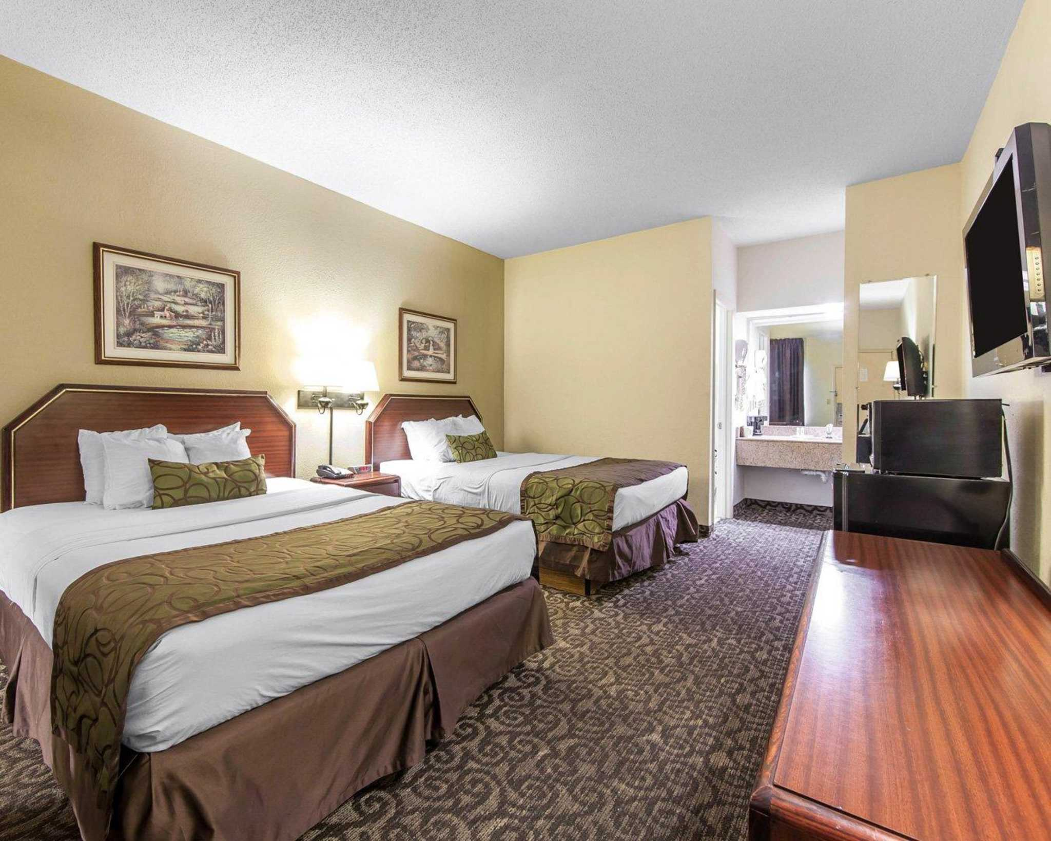 Quality inn downtown johnson city tennessee tn for Motels near bristol motor speedway
