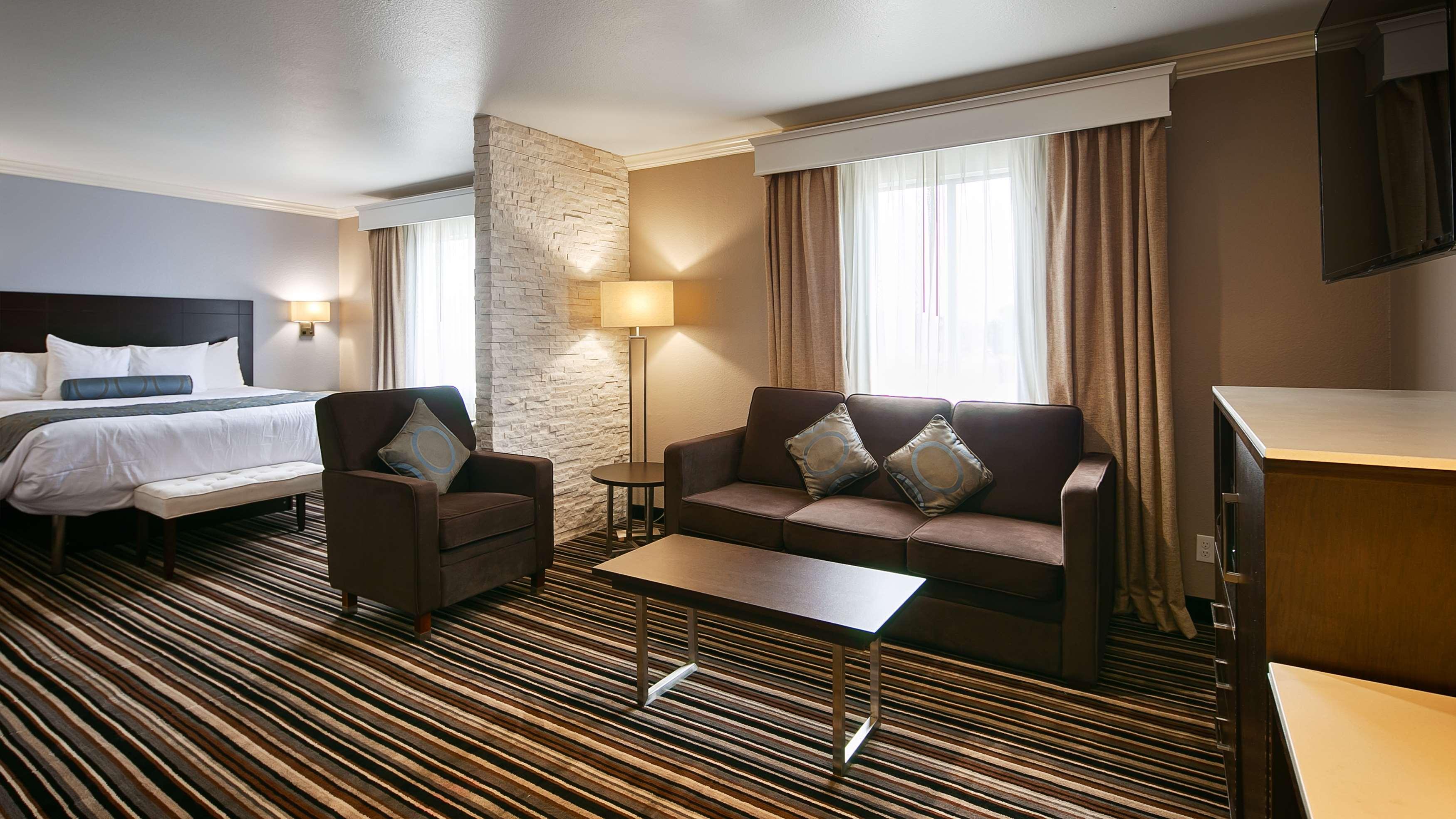 Best Western Plus Diamond Valley Inn In Hemet Ca 92545