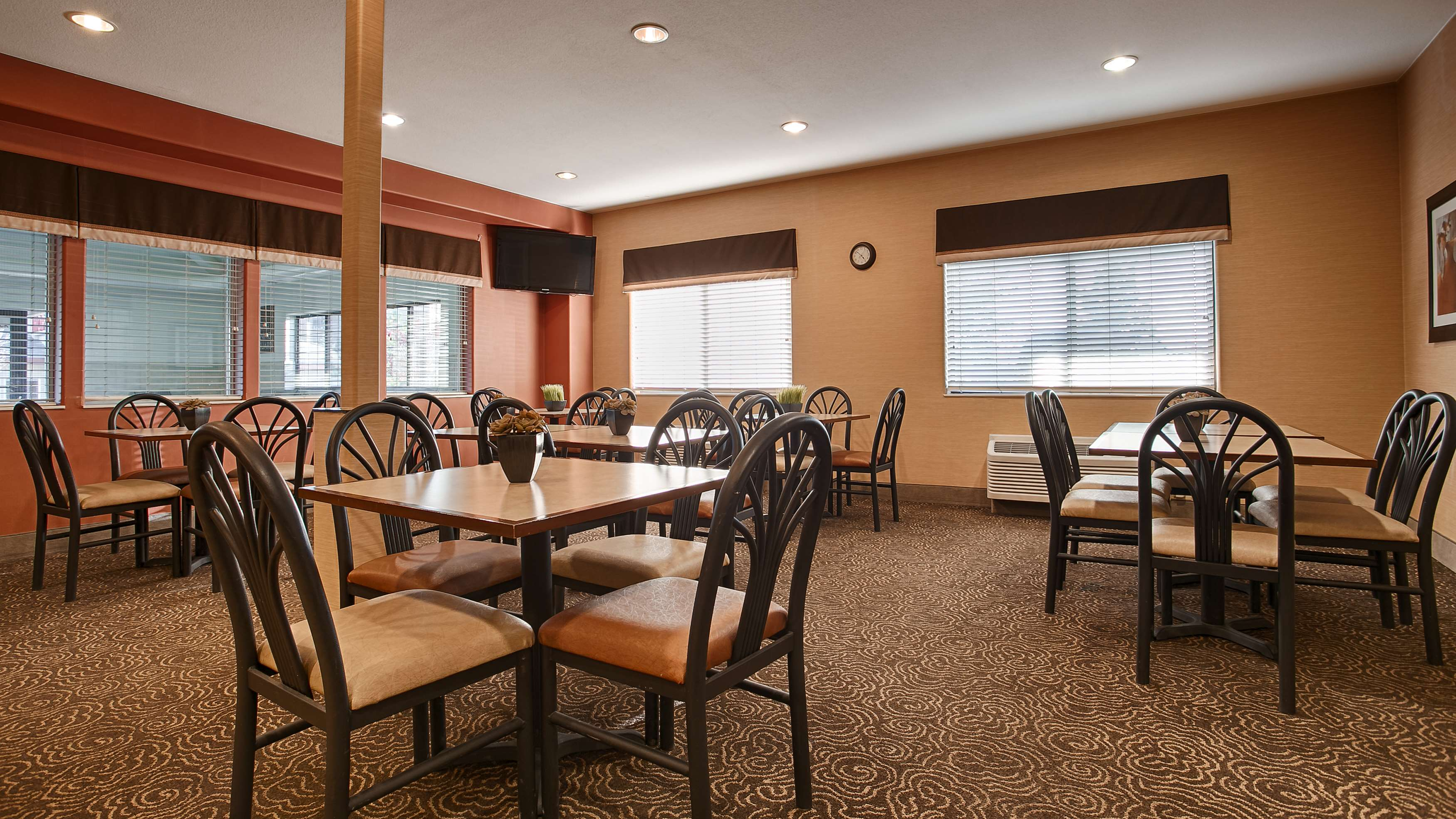 Arby S Dining Room Hours
