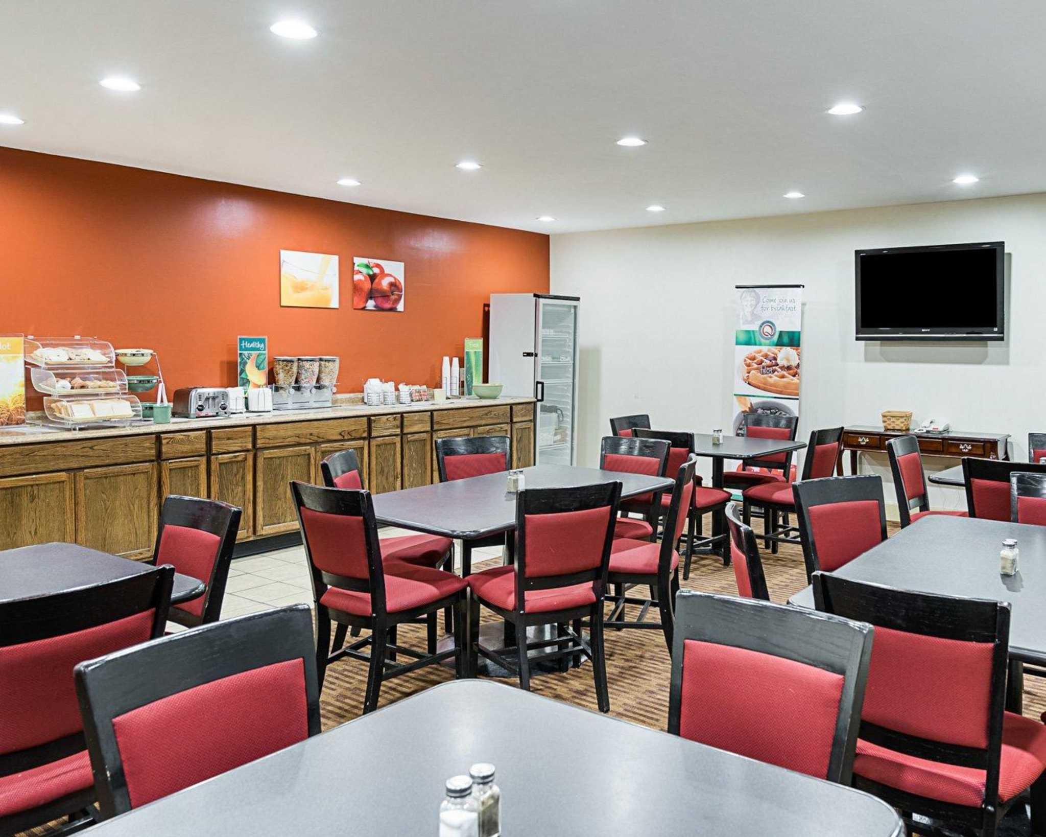 Quality Inn Amp Suites Skyways New Castle Delaware De