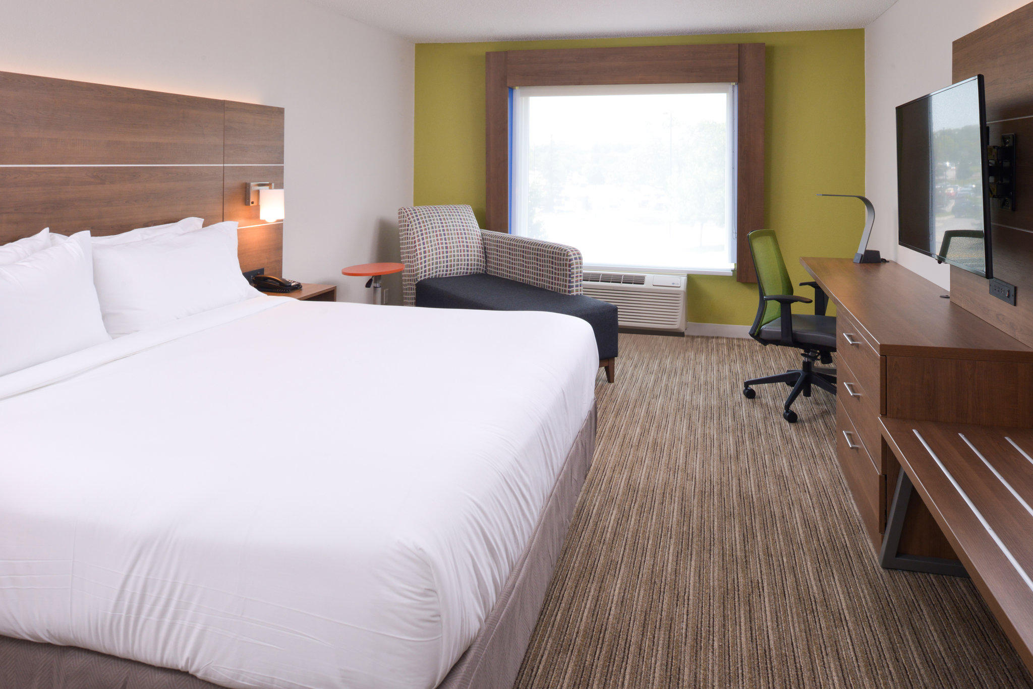 Holiday Inn Express & Suites Omaha - 120th And Maple