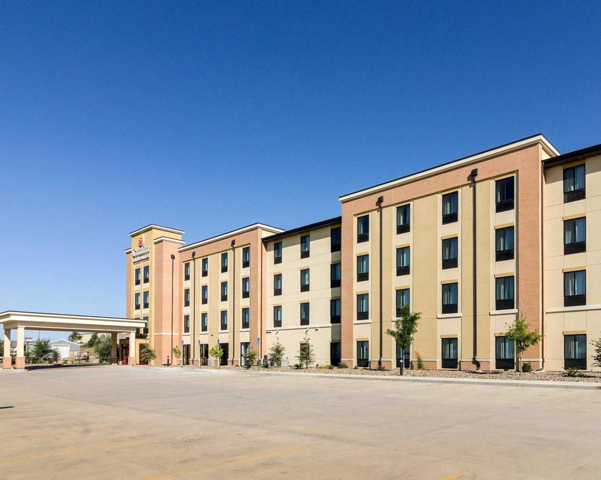 Comfort Inn amp Suites Coupons Watford City ND near me  : 2048x1638 from www.8coupons.com size 2048 x 1638 jpeg 204kB
