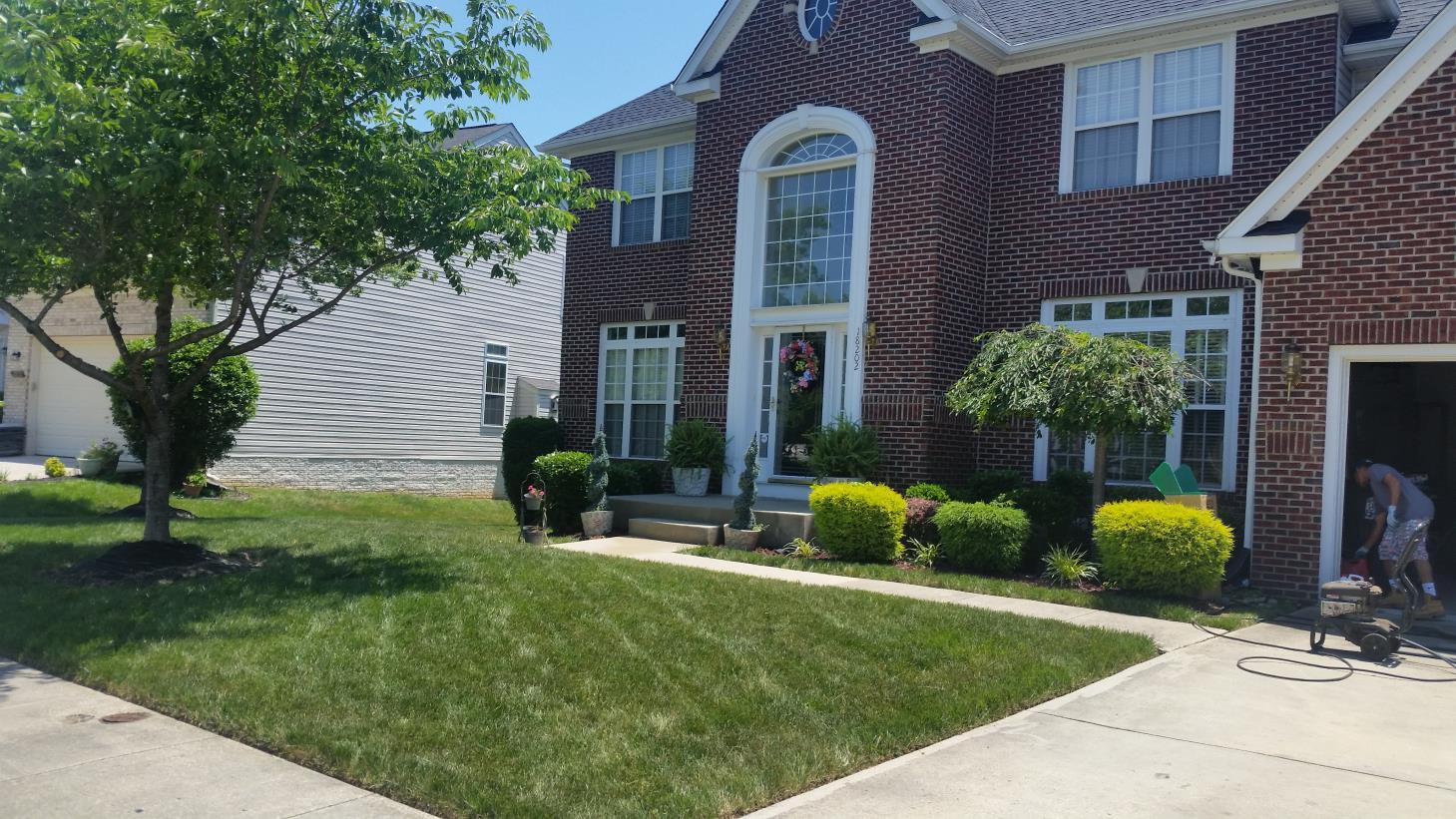 Kd lawn service llc white plains maryland for Local lawn care services