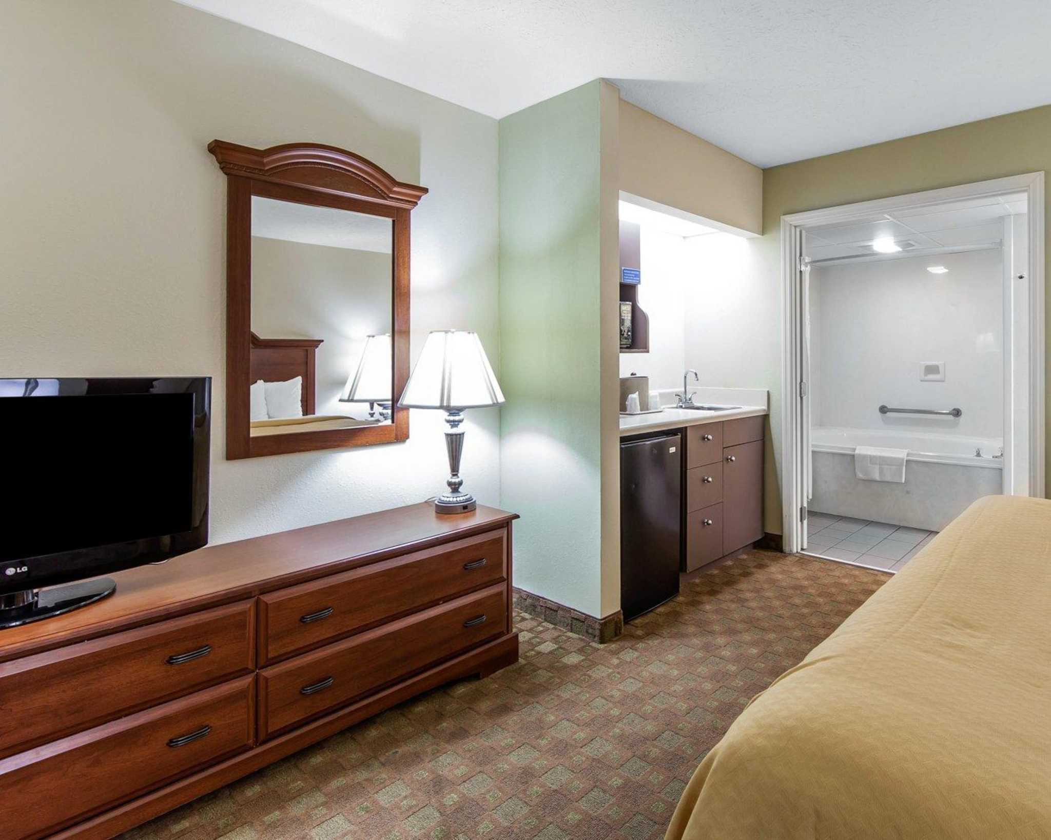 Quality Inn Amp Suites At Dollywood Lane Pigeon Forge