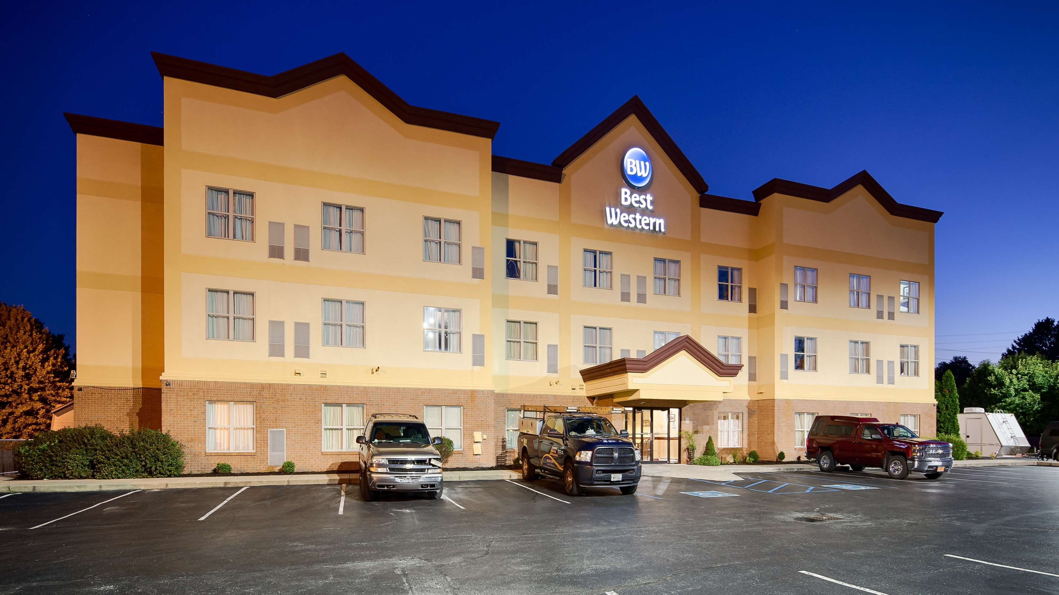 Best western airport suites in indianapolis in 46241 for Hotels near indianapolis motor speedway indiana