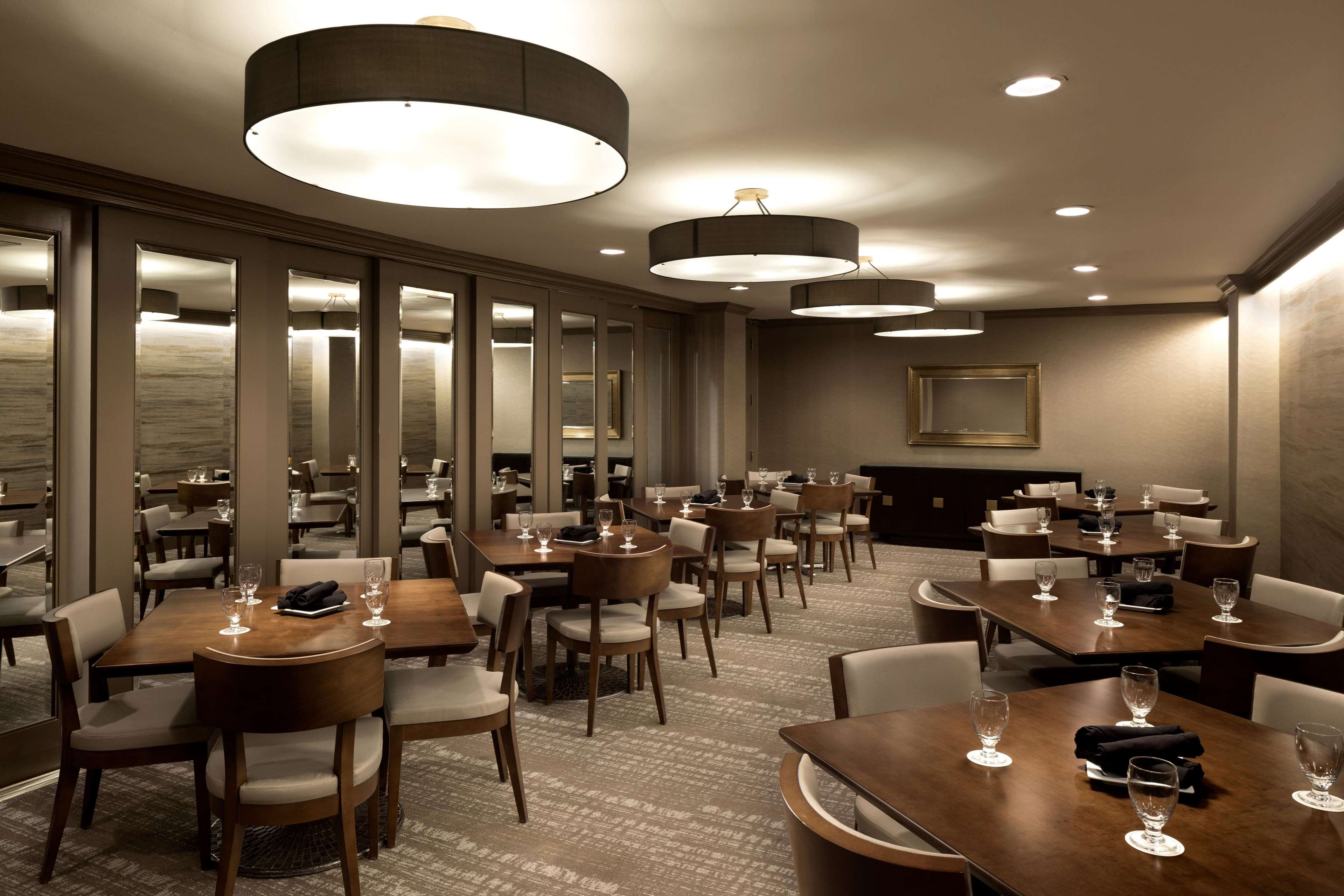 Doubletree by hilton hotel dallas campbell centre for Best private dining rooms dallas
