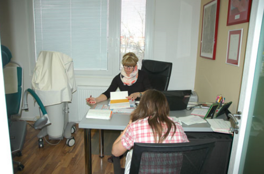 MUDr. Čeněk Born, CSc. MUDr. Kateřina Bornová - gynekologie, privátní lékařská praxe
