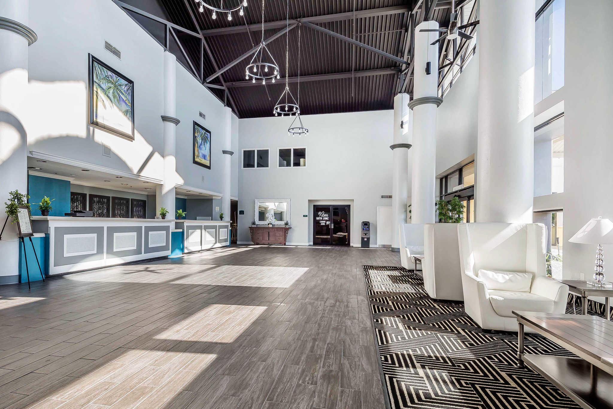 clarion hotel orlando international airport in orlando fl. Black Bedroom Furniture Sets. Home Design Ideas