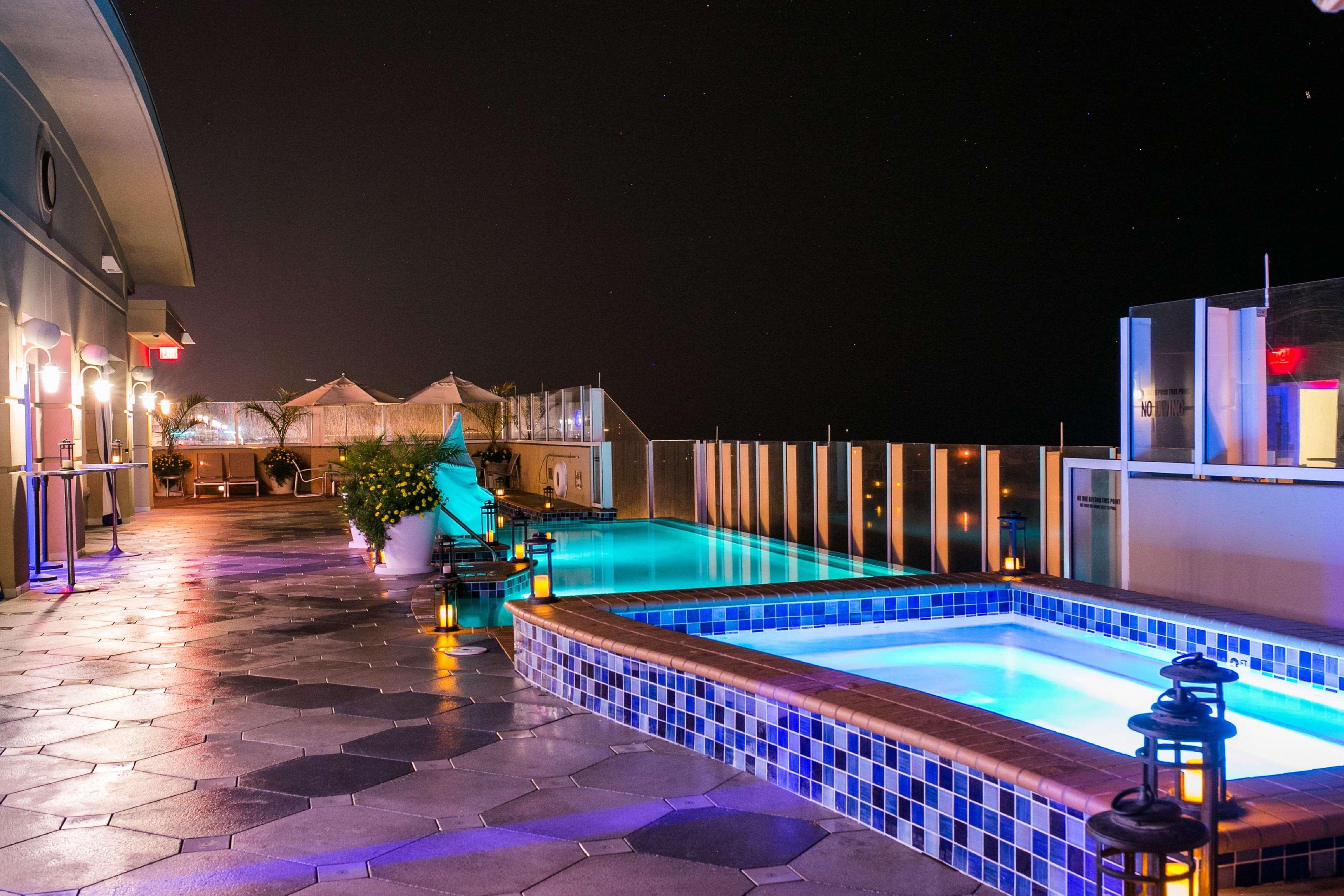 Sky Bar and Infinity Pool View