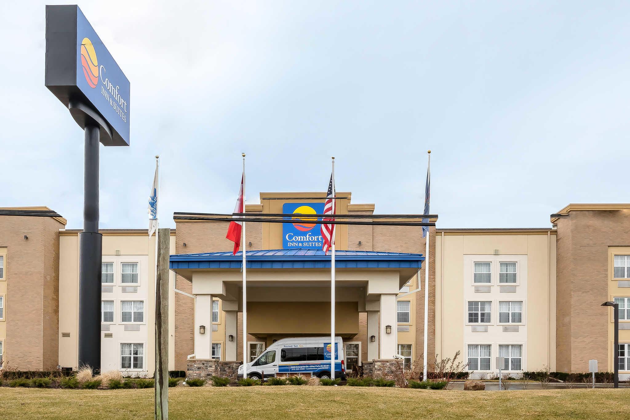 Comfort inn suites in allen park mi 48101 for Motor city casino hours