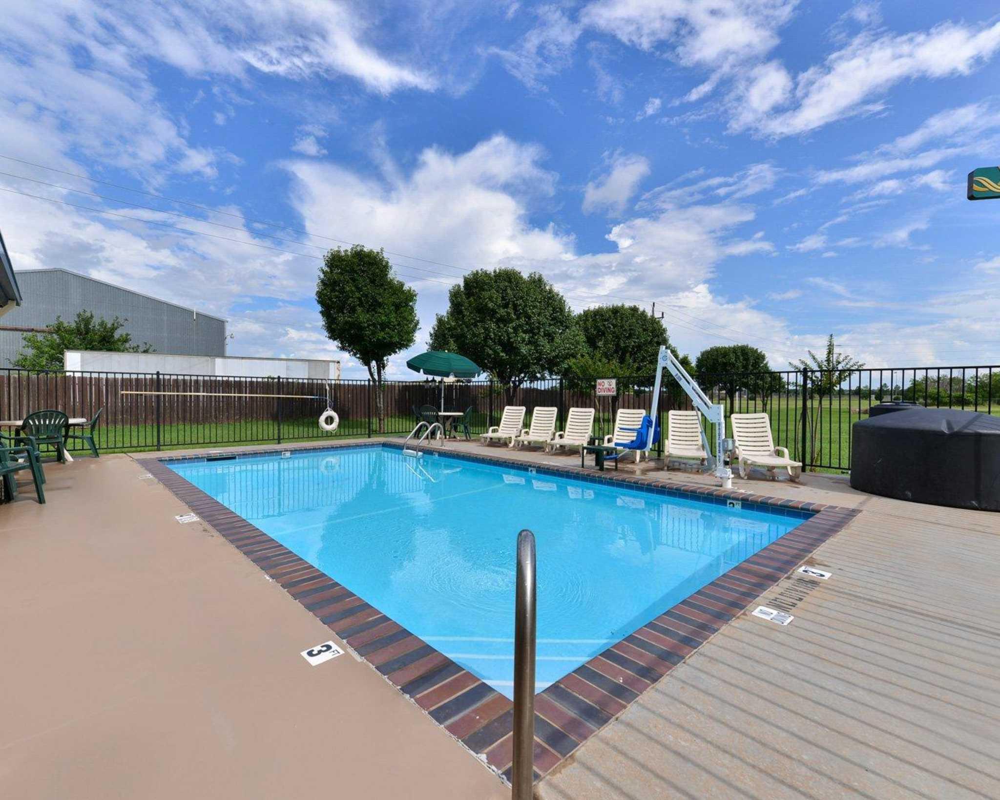 Quality Inn  U0026 Suites Wichita Falls I
