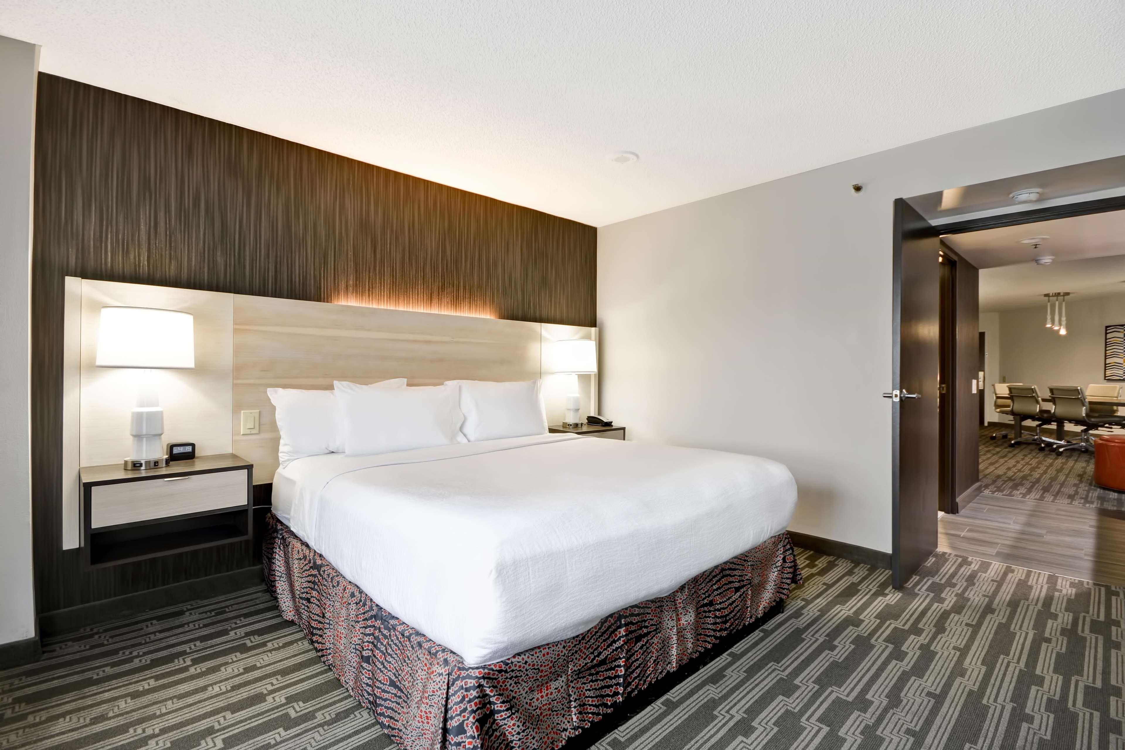 Embassy Suites By Hilton Charlotte Charlotte North Carolina Nc