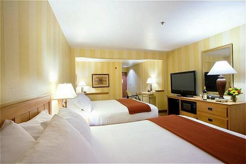 Holiday Inn Express & Suites Carpinteria image 1