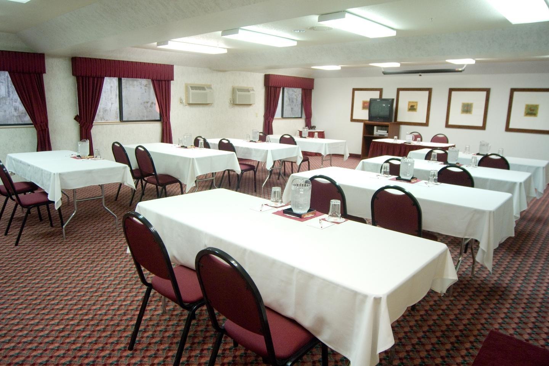 Phoenix Inn Suites - South Salem image 12