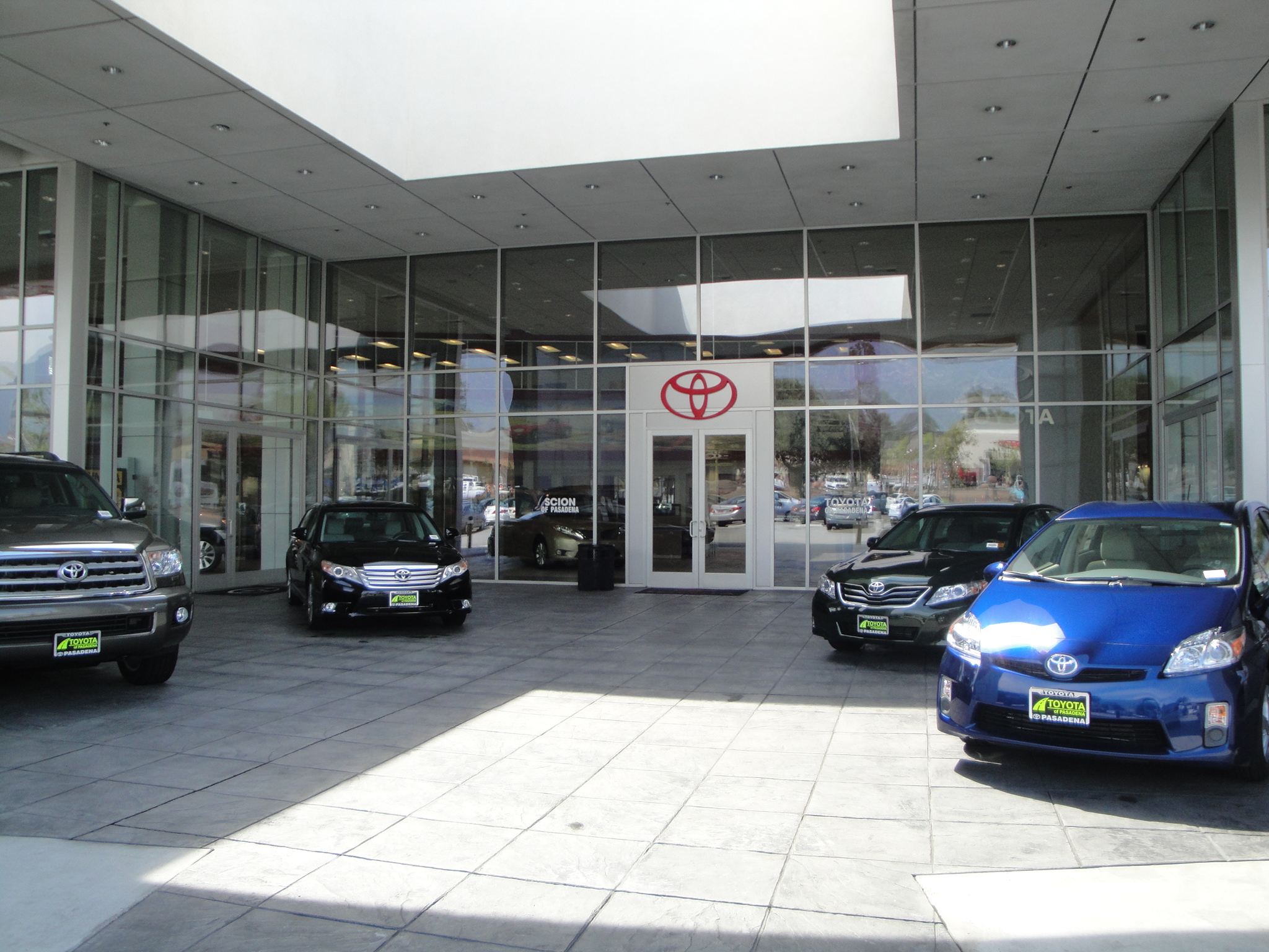 Head over to E Foothill Blvd, Pasadena, CA for your auto service needs. From tires to batteries to oil changes & more – trust your Pasadena Sears Auto Center.
