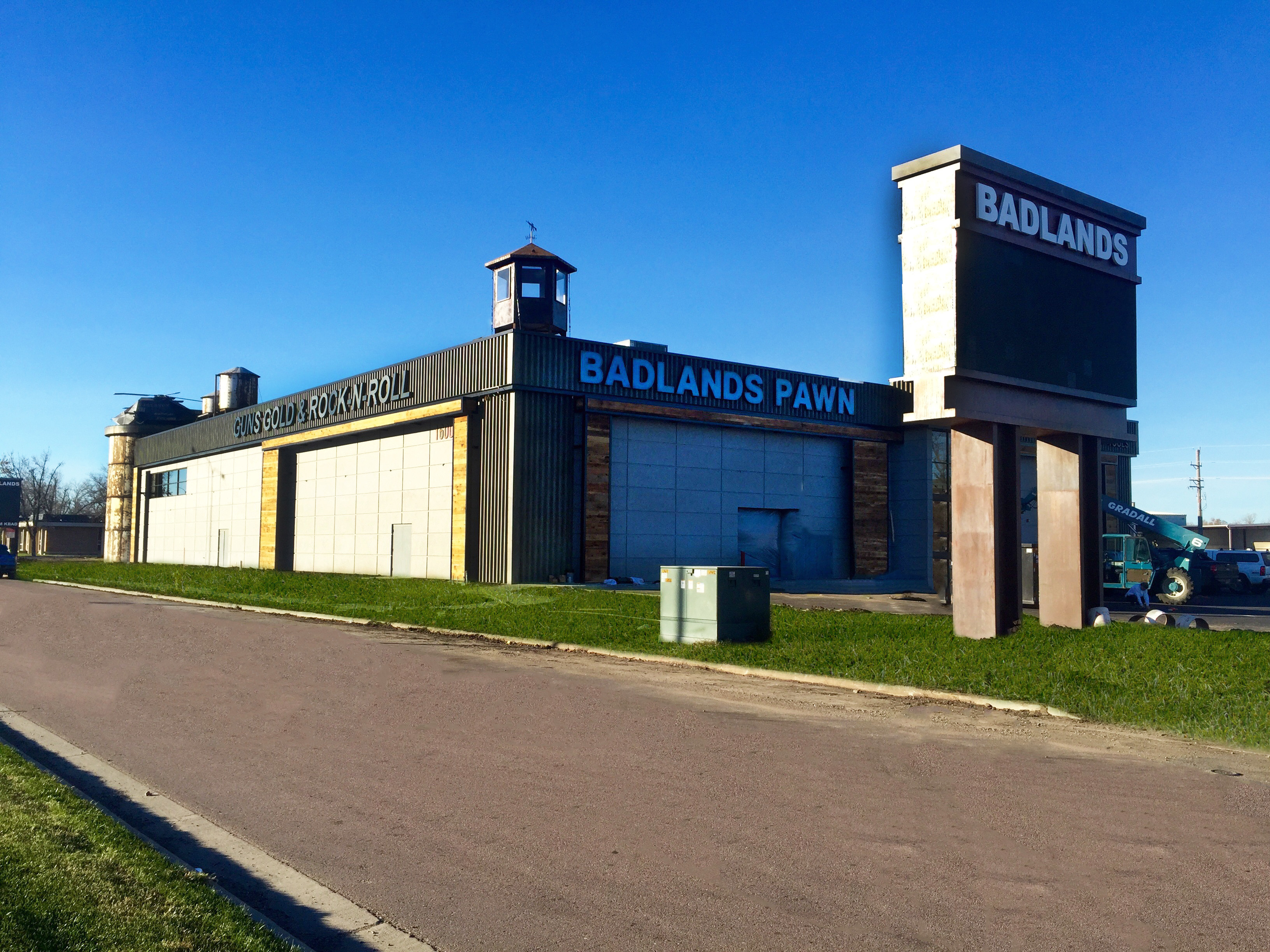 Badlands pawn gold jewelry permanently closed sioux for Tattoo shops sioux falls sd